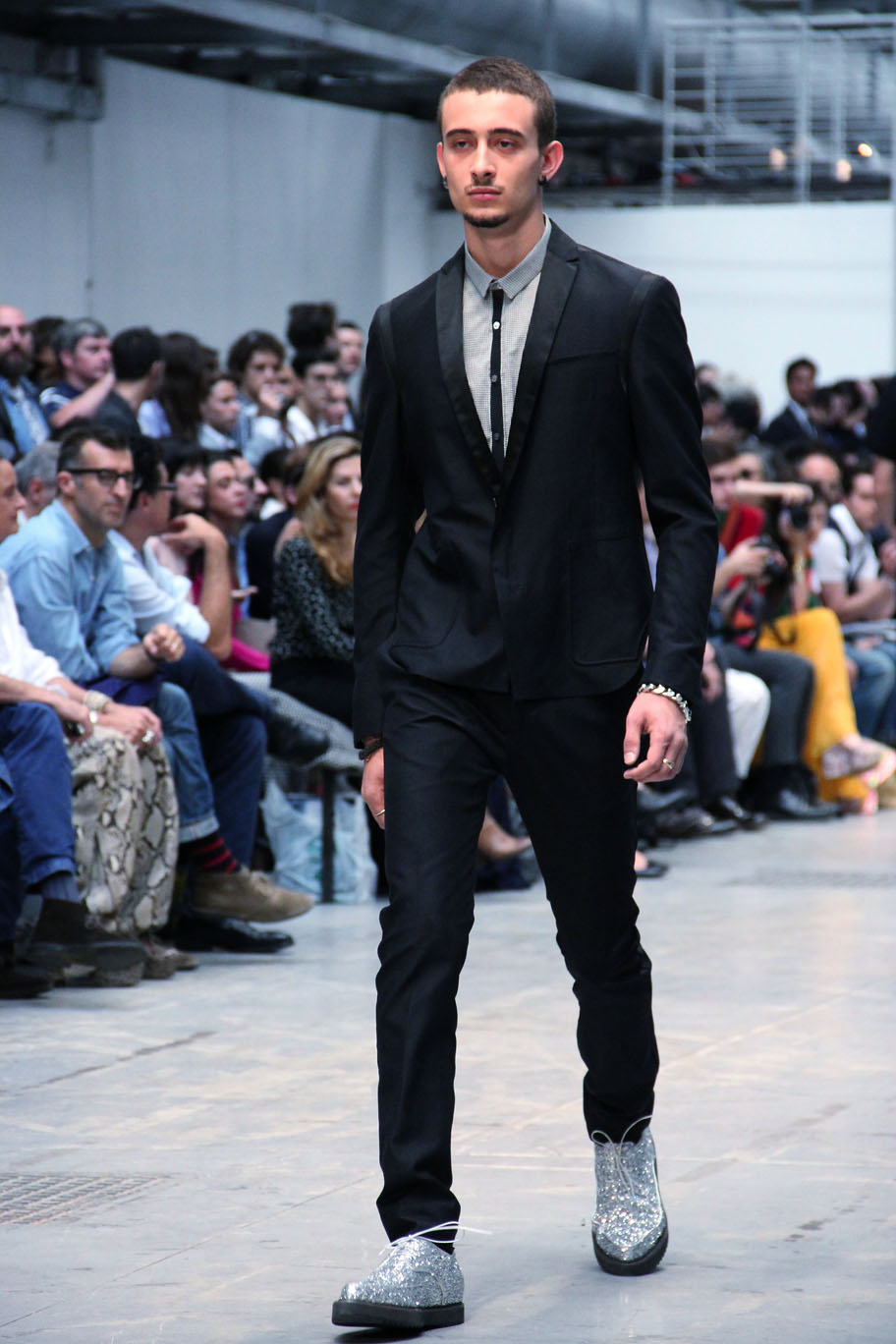 costume-national-homme-milano-fashion-week-2012-spring-summer-fashion-show-catwalk