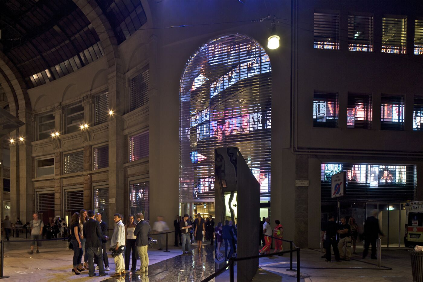 Excelsior Milano Coin Jean Nouvel Antonia Store Exterior