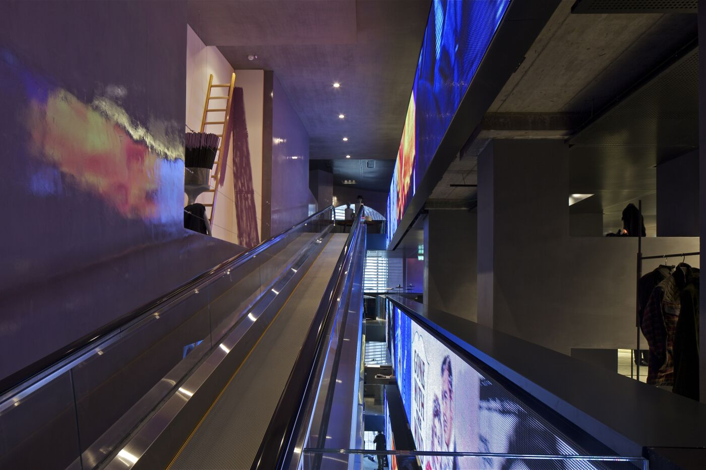 Excelsior Milano - Escalator View