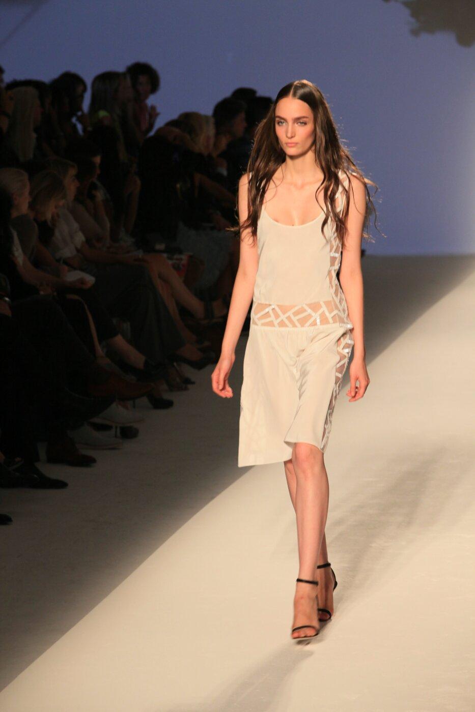 Alberta Ferretti Spring Summer 2012 Women - Fashion-Show - Catwalk