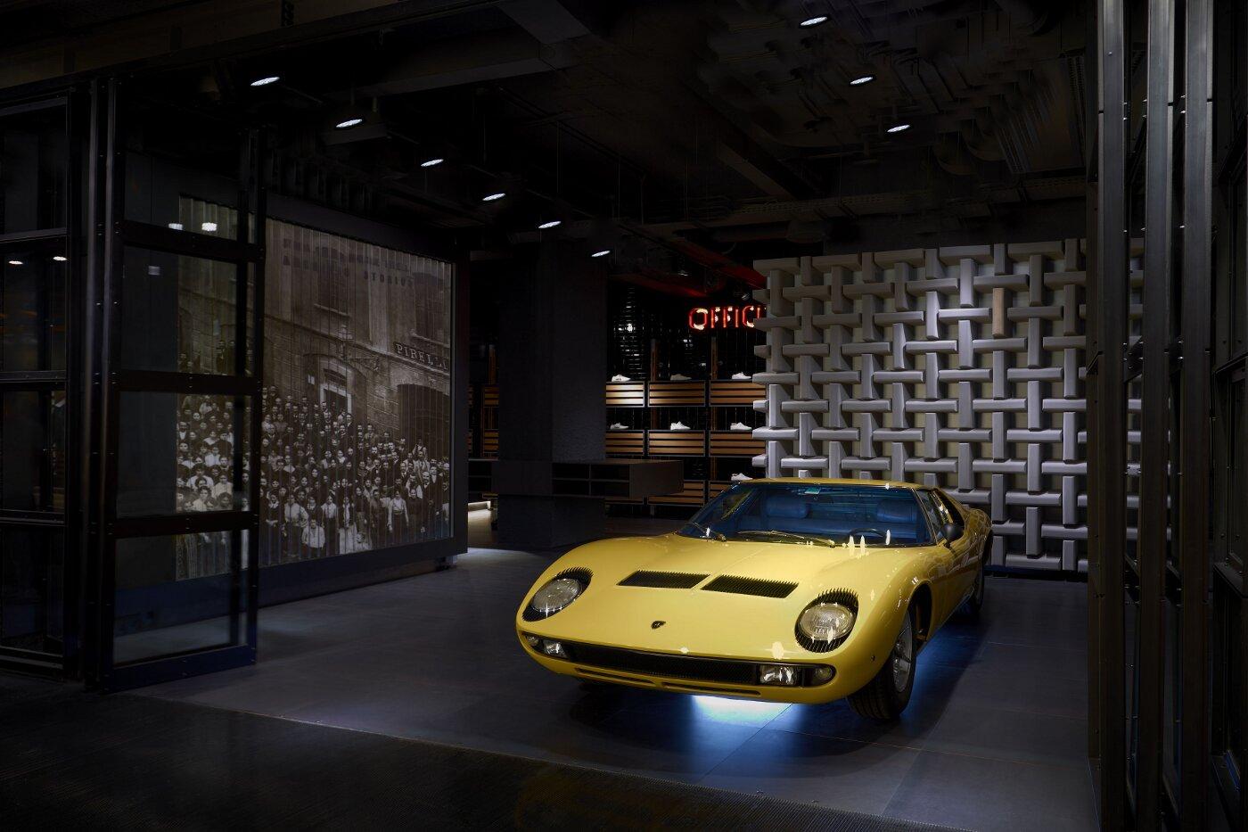 Pirelli Flagship Store - Anecoica Wall - Milano Corso Venezia