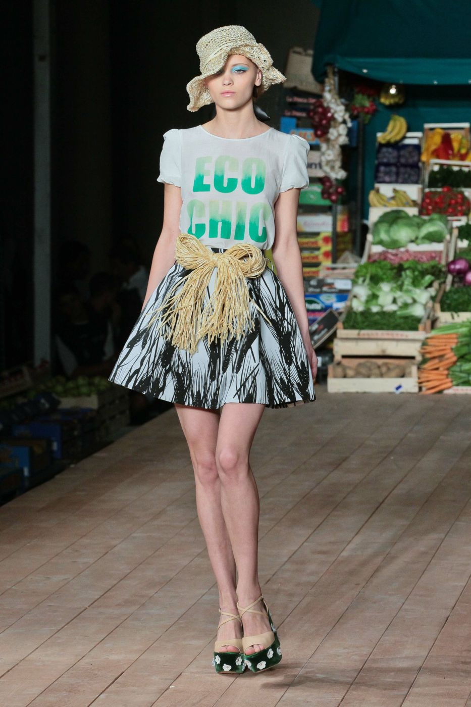 Catwalk Moschino Cheap & Chic Spring Summer 2012 Women Fashion Show