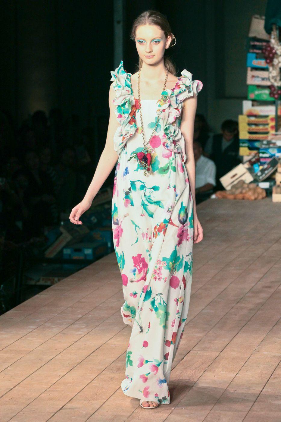 Moschino Cheap & Chic Spring Summer 2012 Women - Fashion-Show - Catwalk