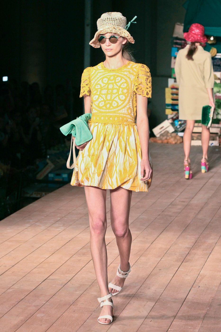 Moschino Cheap & Chic- Spring Summer 2012 Women - Milano Fashion Week