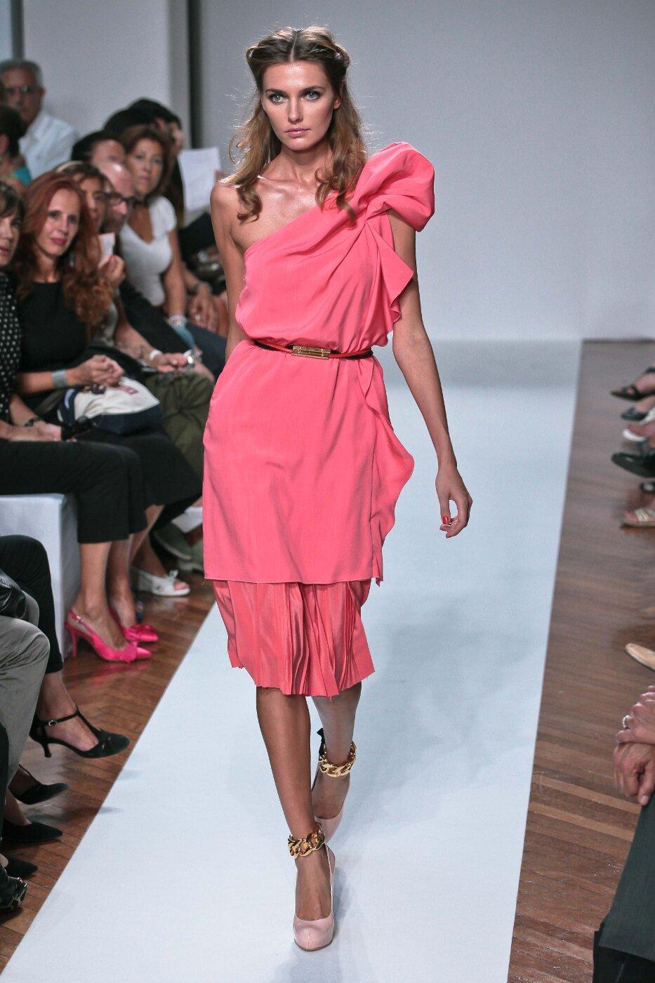 .Normaluisa Spring Summer 2012 Women - Fashion Show - Catwalk