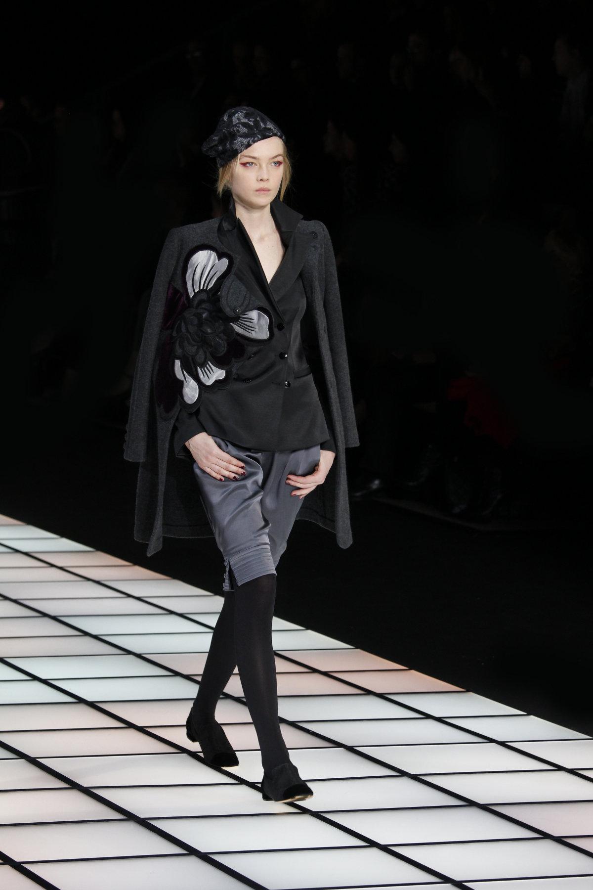 Emporio Armani Fall Winter 2012-2013 Women Fashion Show