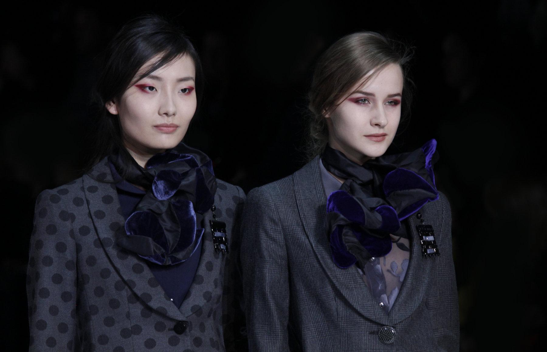 Emporio Armani Fall Winter 2012 Women Fashion Show Catwalk Milano Fashion Week