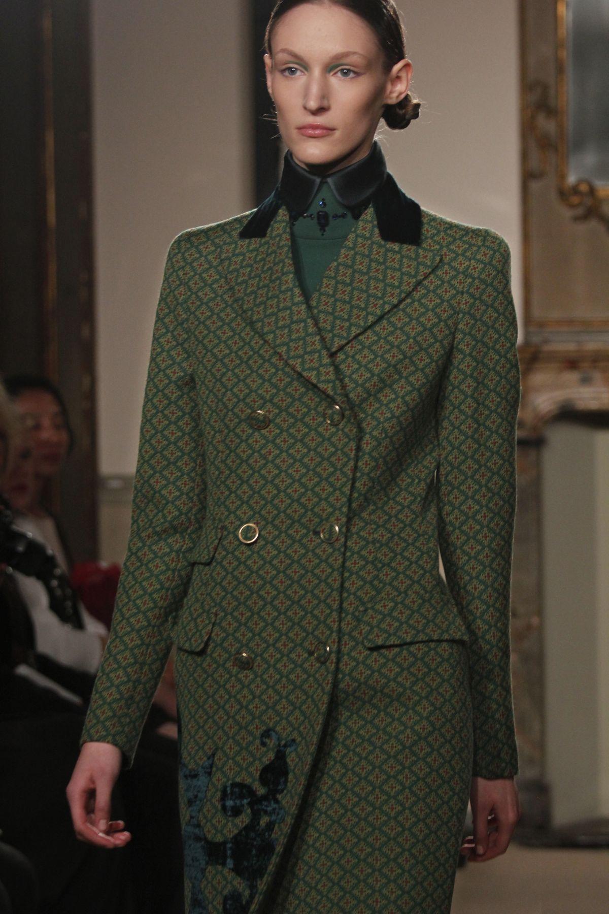 Aquilano Rimondi Fall-Winter 2012-2013 Women Fashion Show
