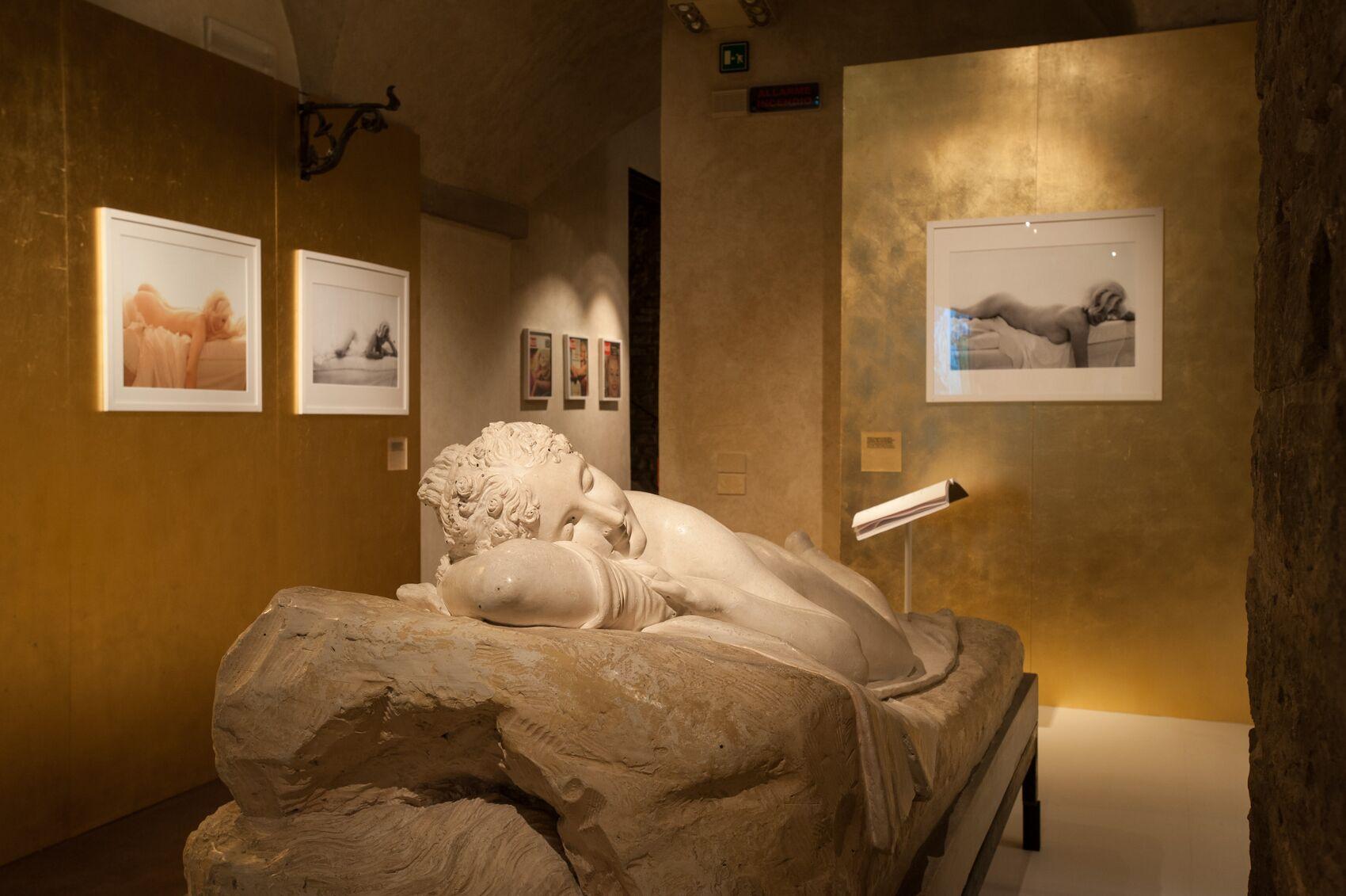 Salvatore Ferragamo Exhibition dedicated to Marilyn Monroe Statue