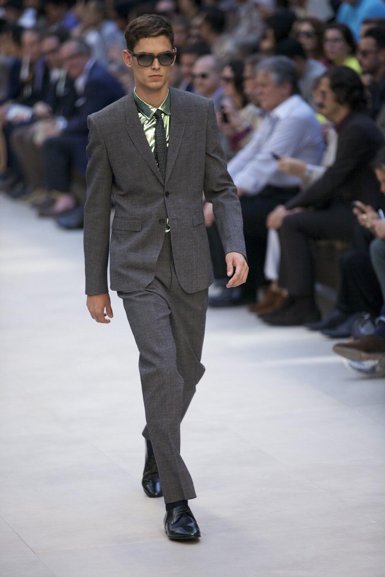 Summer 2013 Fashion Color Trends Burberry Prorsum Tailored Seersucker Suit
