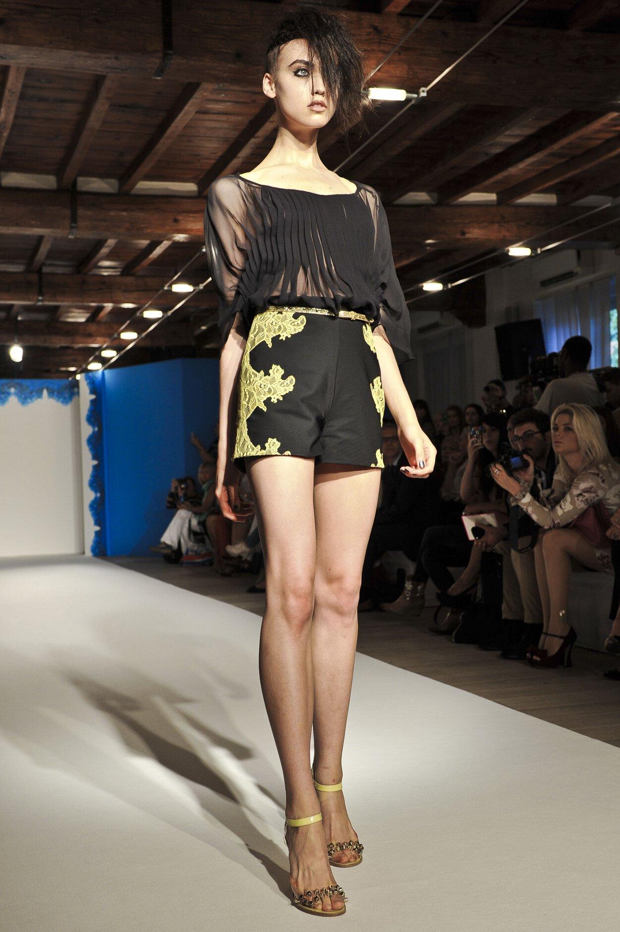 Paola Frani Catwalk