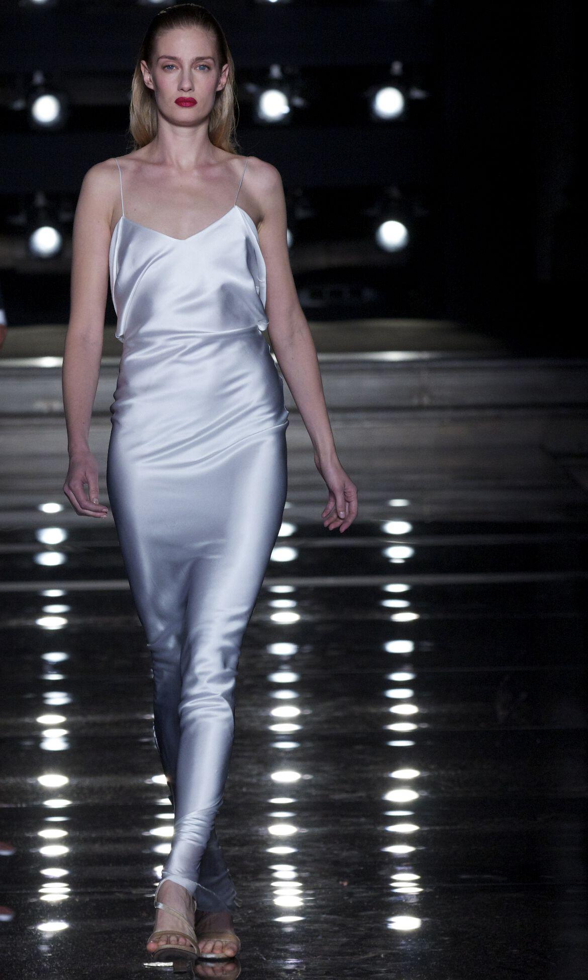 Ermanno Scervino Fashion Model White Dress