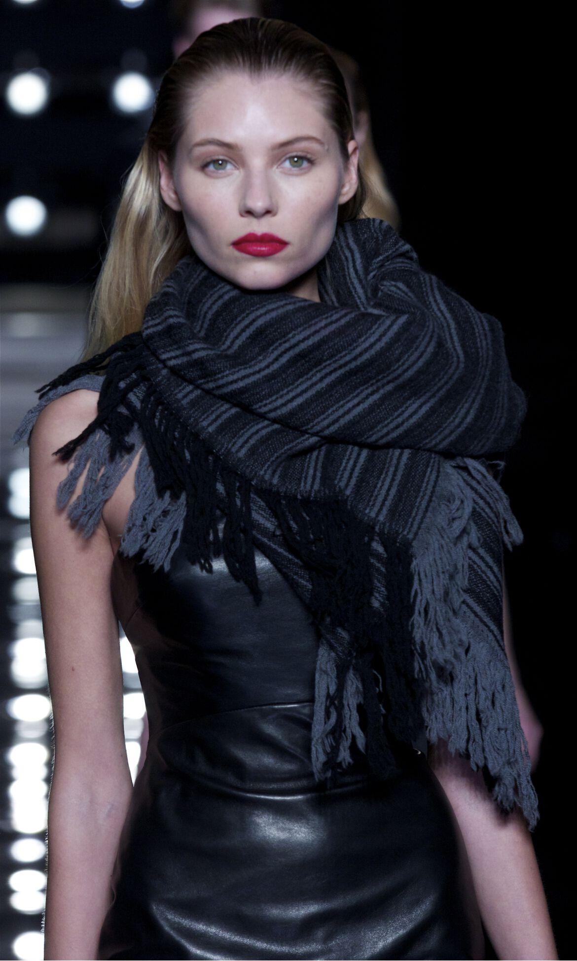 Ermanno Scervino Fashion Trends Model Detail