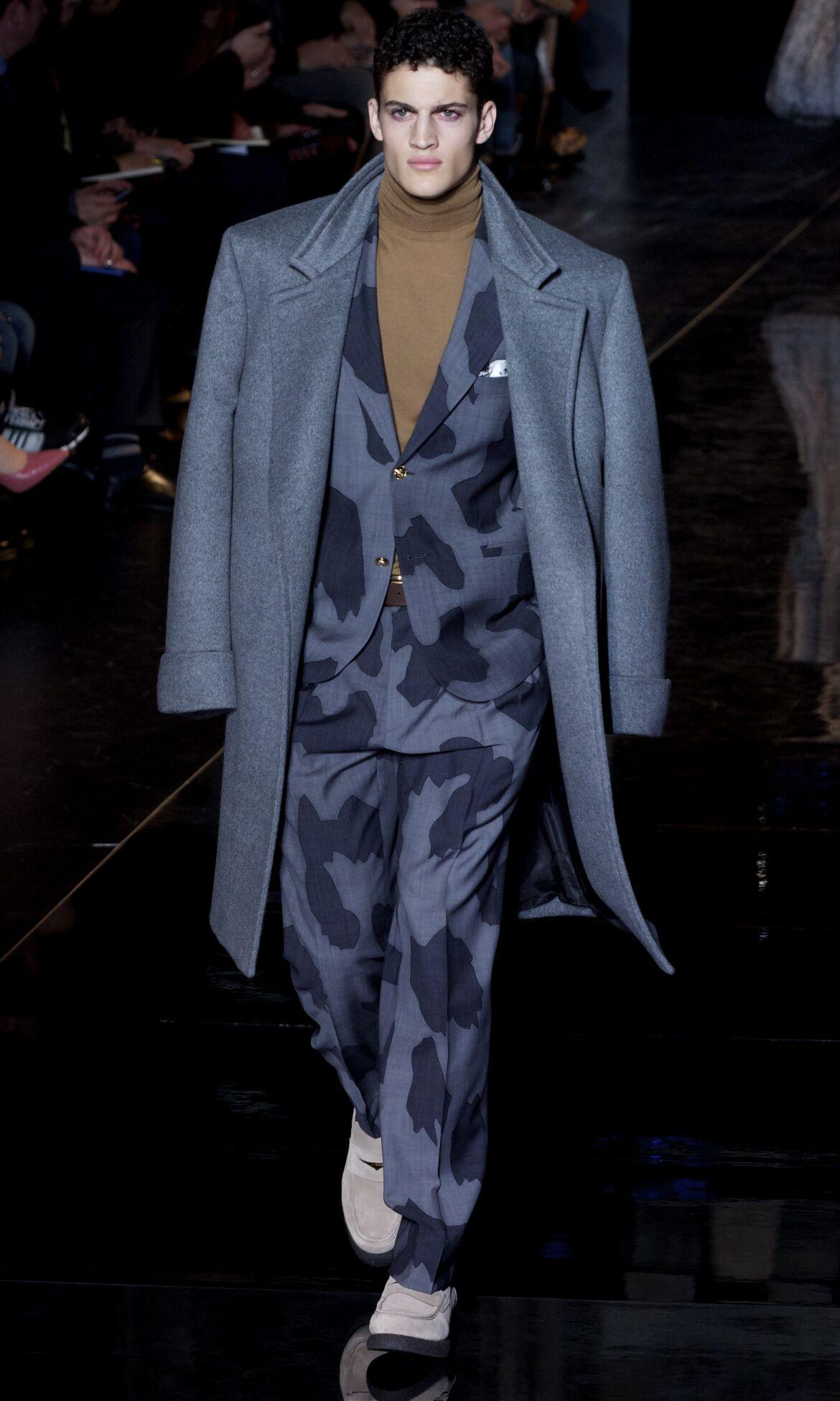 Fall 2014 Men Fashion Show Versace