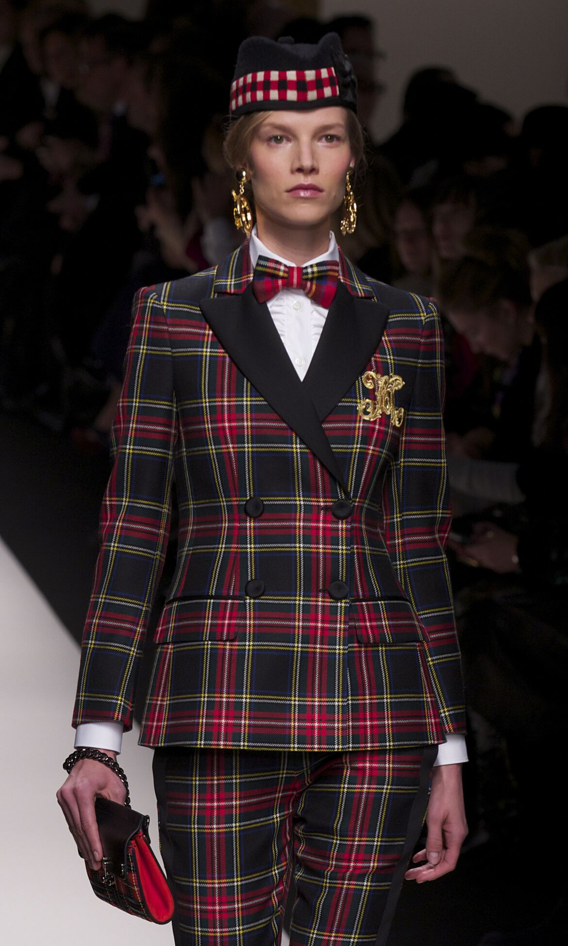 Catwalk Moschino Fall Winter 2013 14 Women Collection Milan Fashion Week