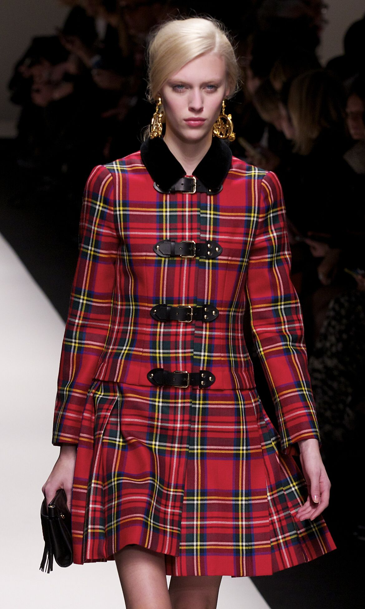Runway Moschino Fall Winter 2013 14 Women Collection Milan Fashion Week
