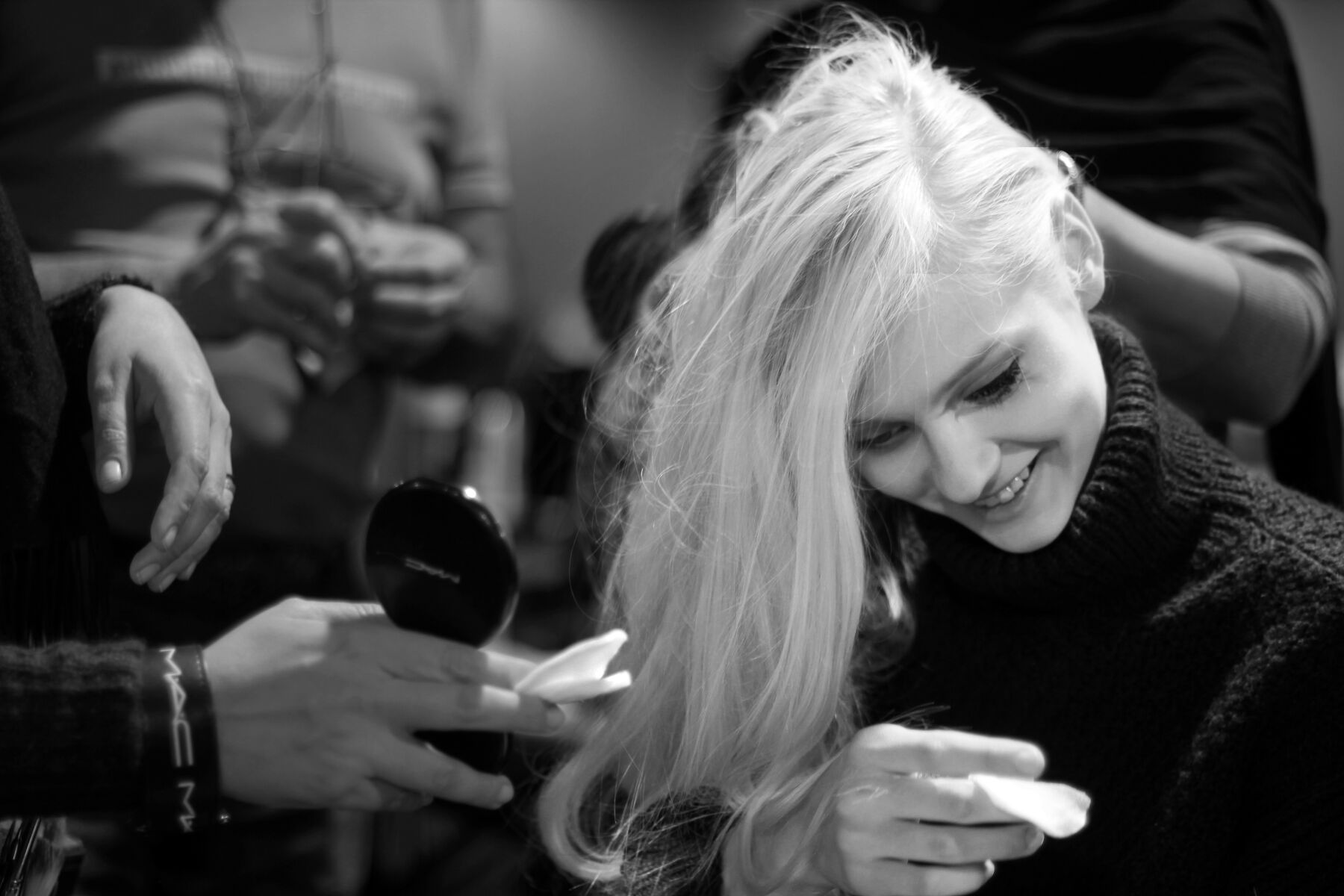 Women Backstage Anteprima Hair Style