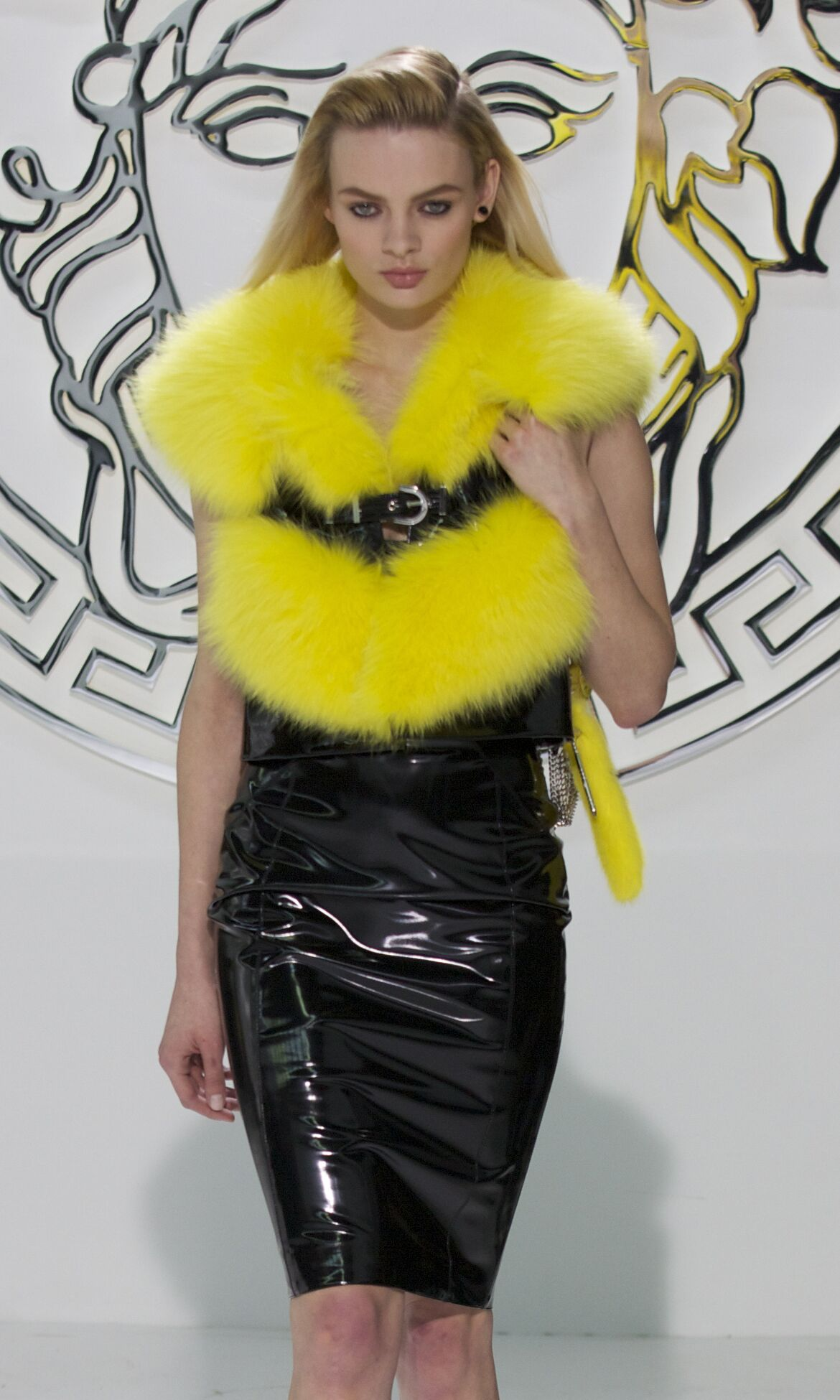 Runway Versace Fall Winter 2013 14 Women Collection Milan Fashion Week