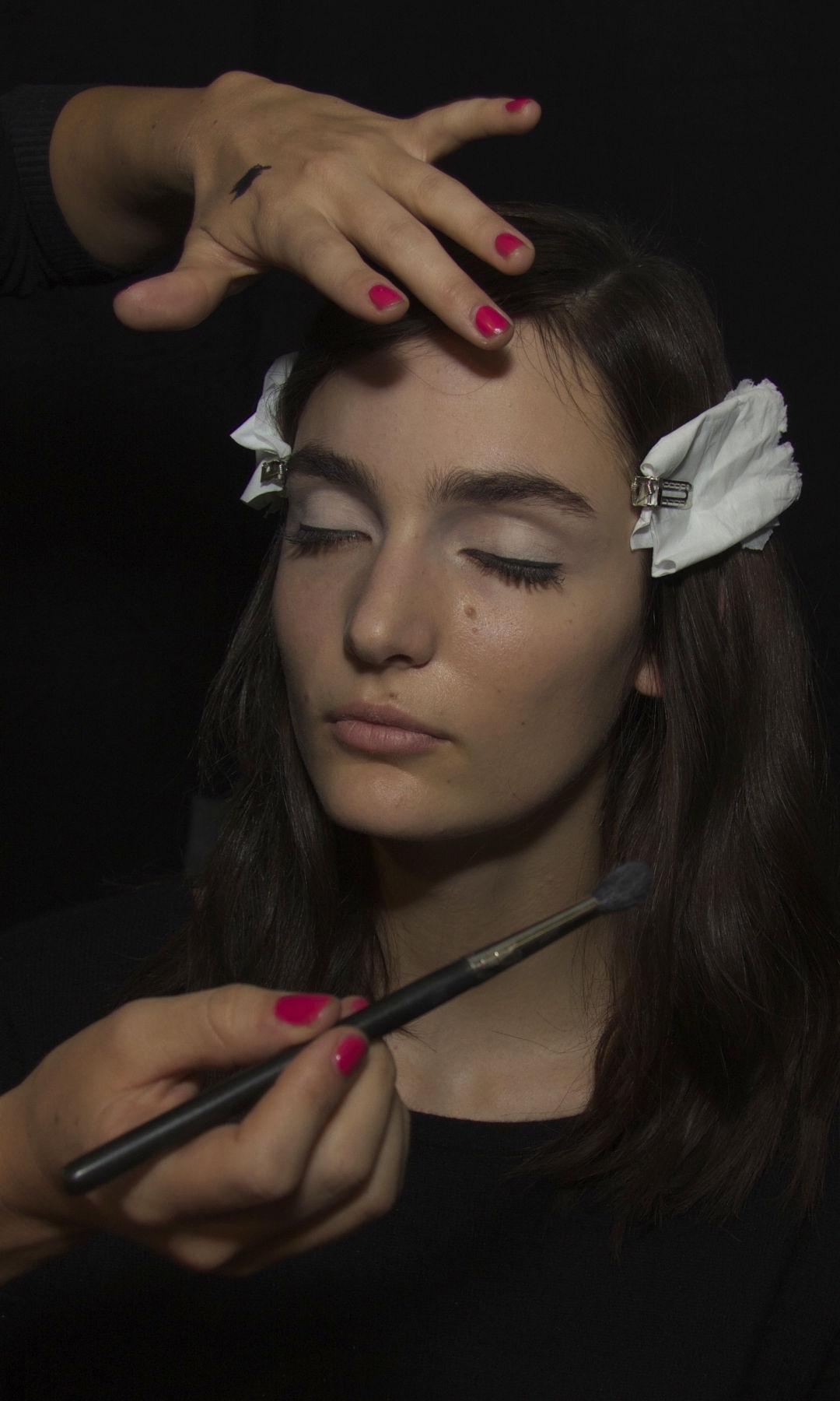 Women Make Up Backstage N°21