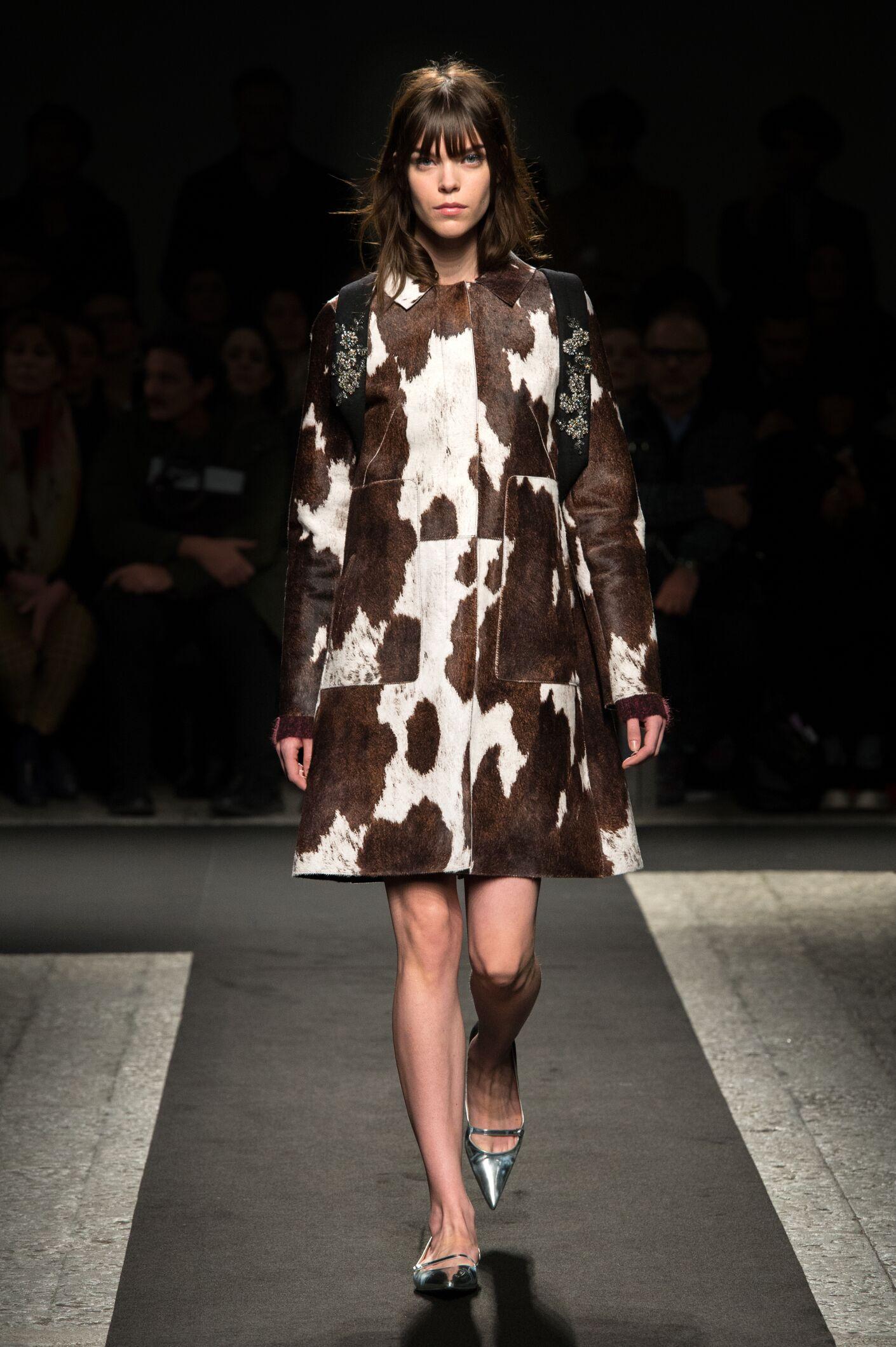 Fashion Woman Model N°21 Catwalk