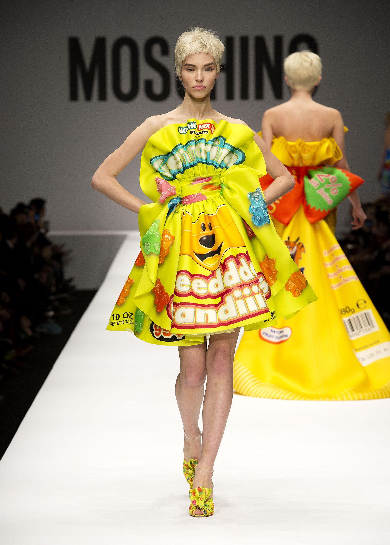 Runway Moschino Fall Winter 2014 15 Women Collection Milano Fashion Week