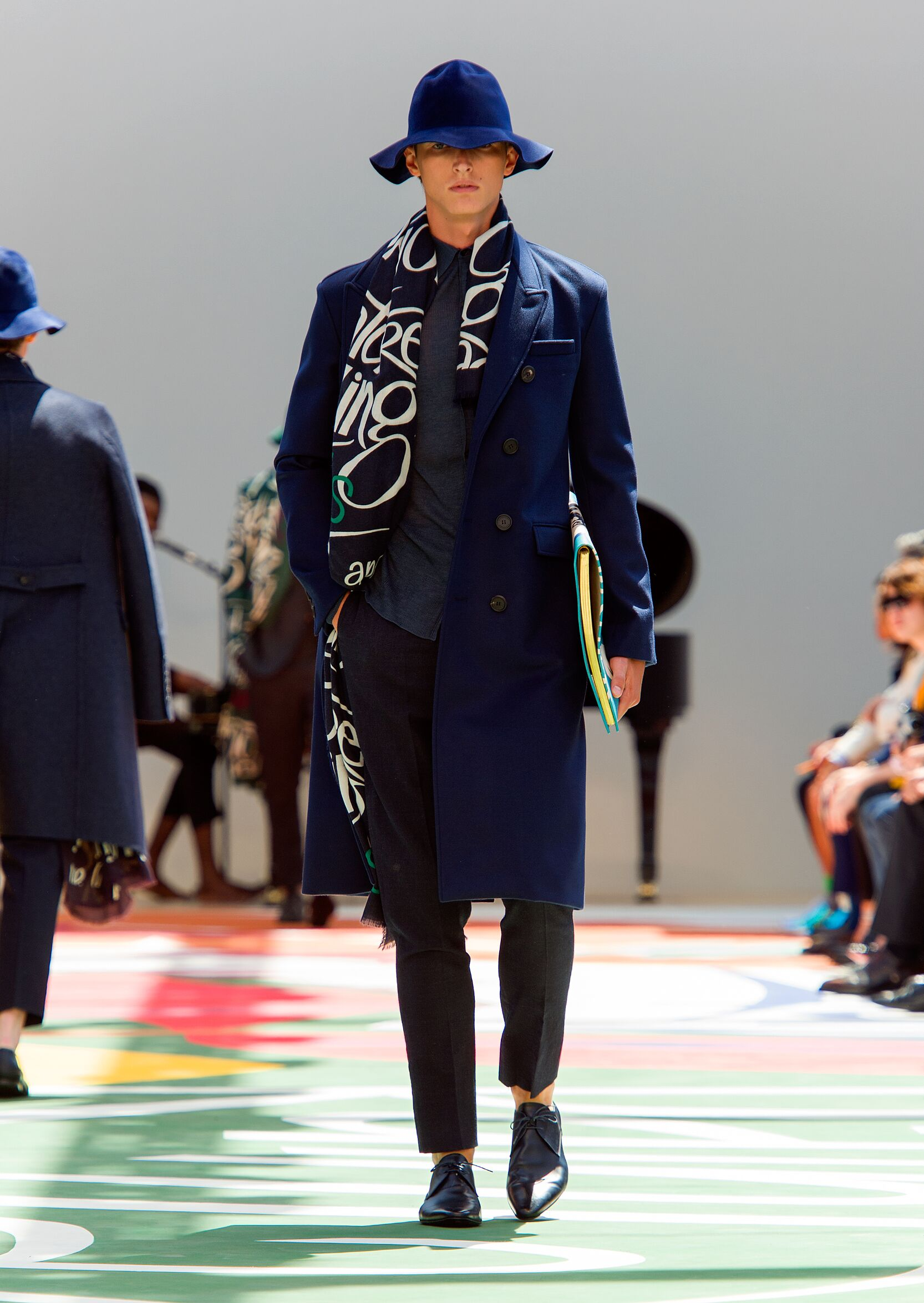 2015 Burberry Prorsum Catwalk