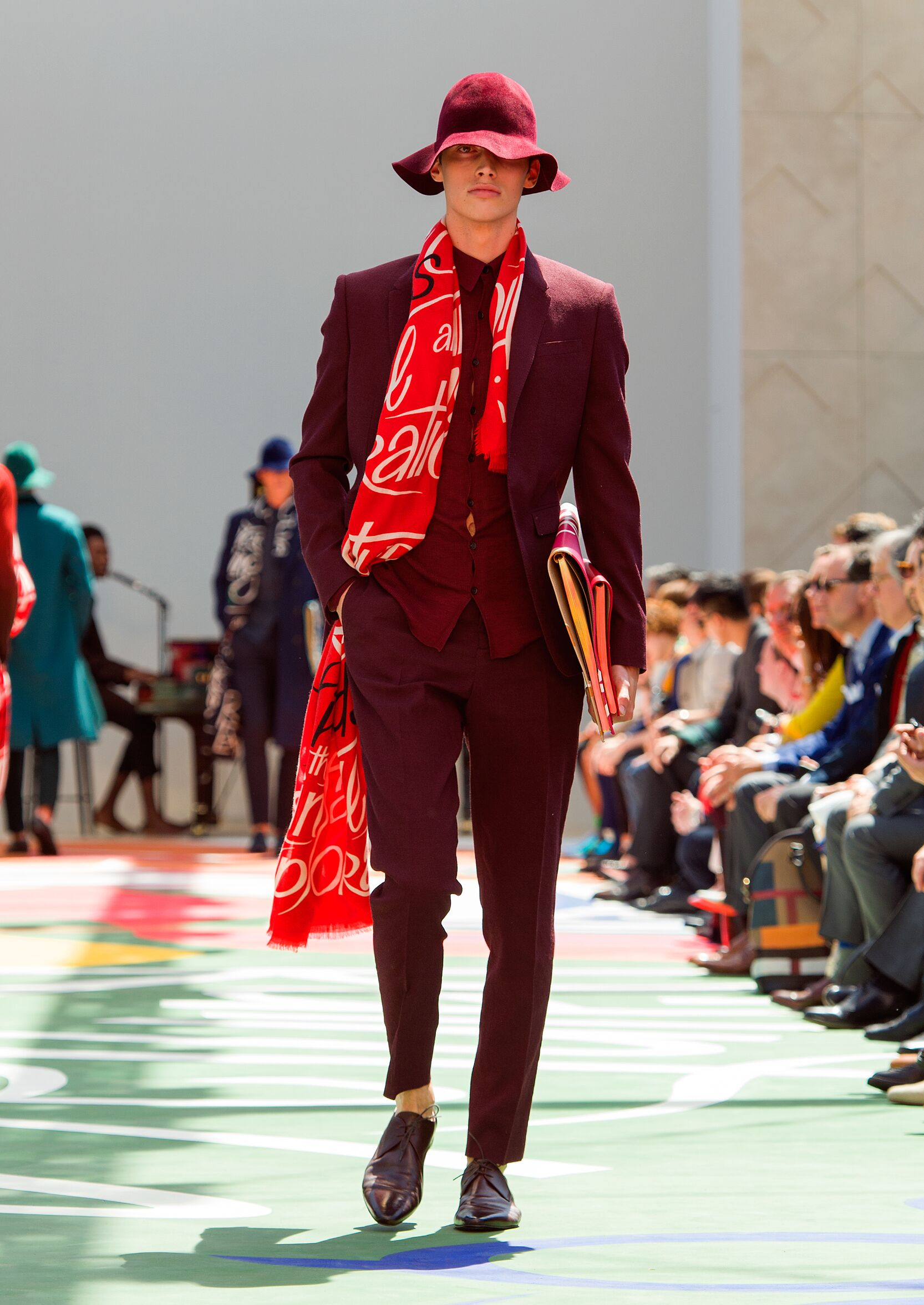 2015 Burberry Prorsum Summer Catwalk
