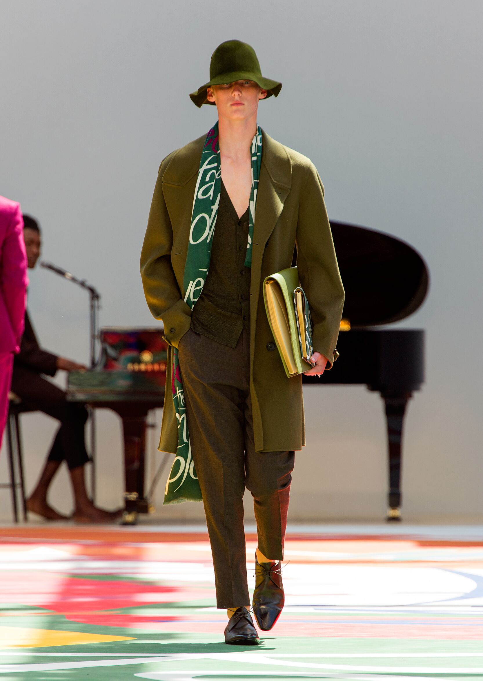 Catwalk Burberry Prorsum Man Fashion Show Summer 2015
