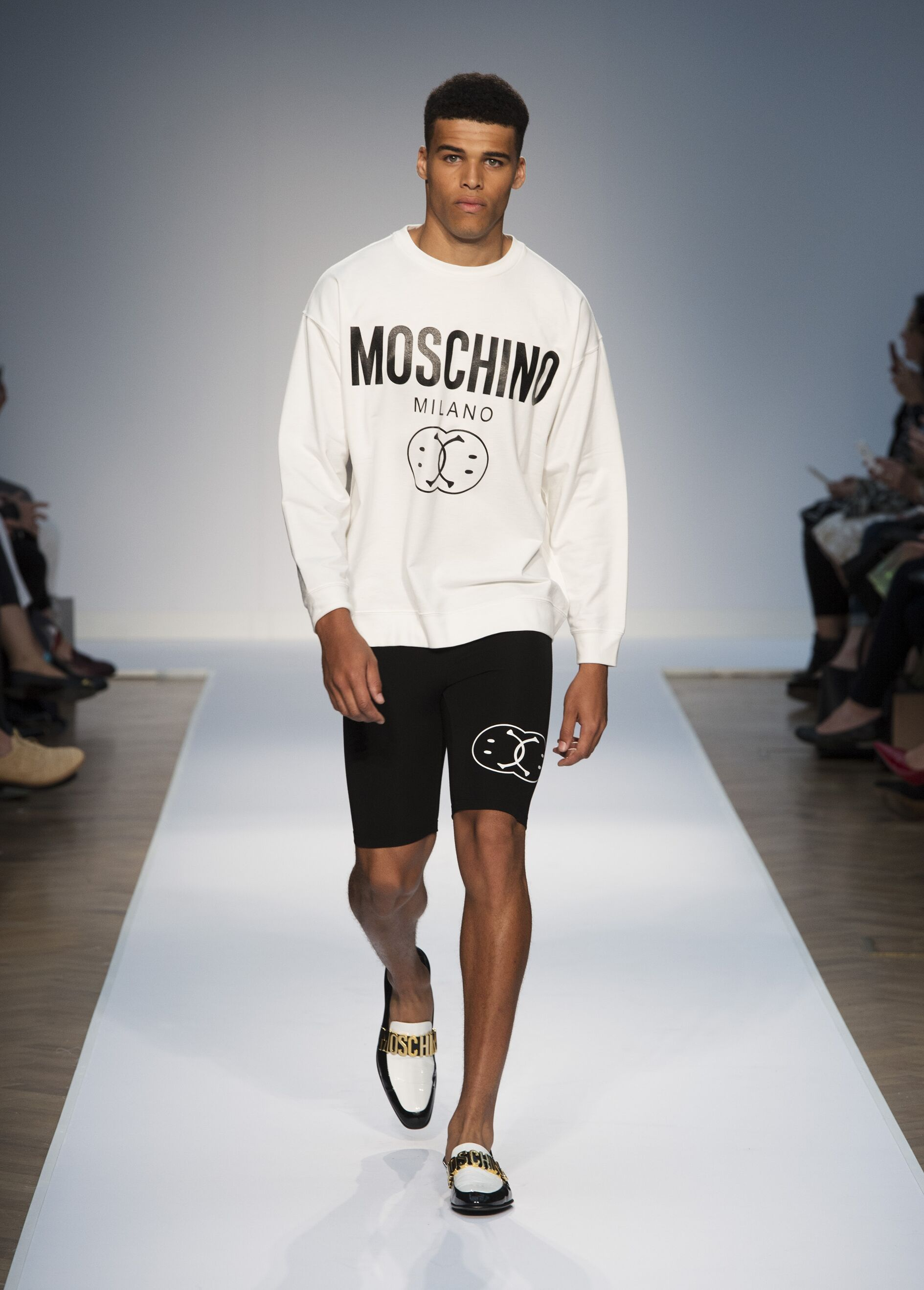 Catwalk Moschino Summer 2015