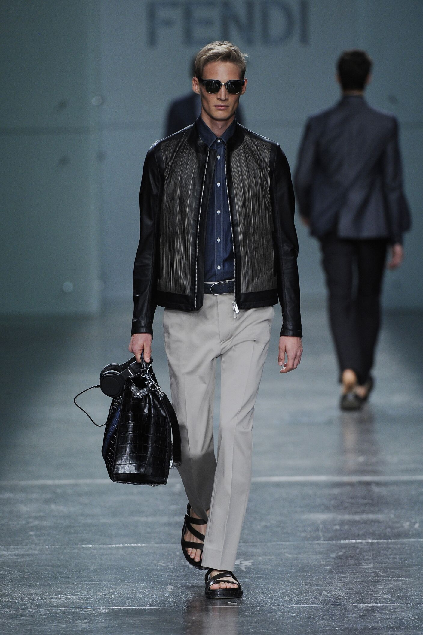 2015 Catwalk Fendi Man Fashion Show Summer