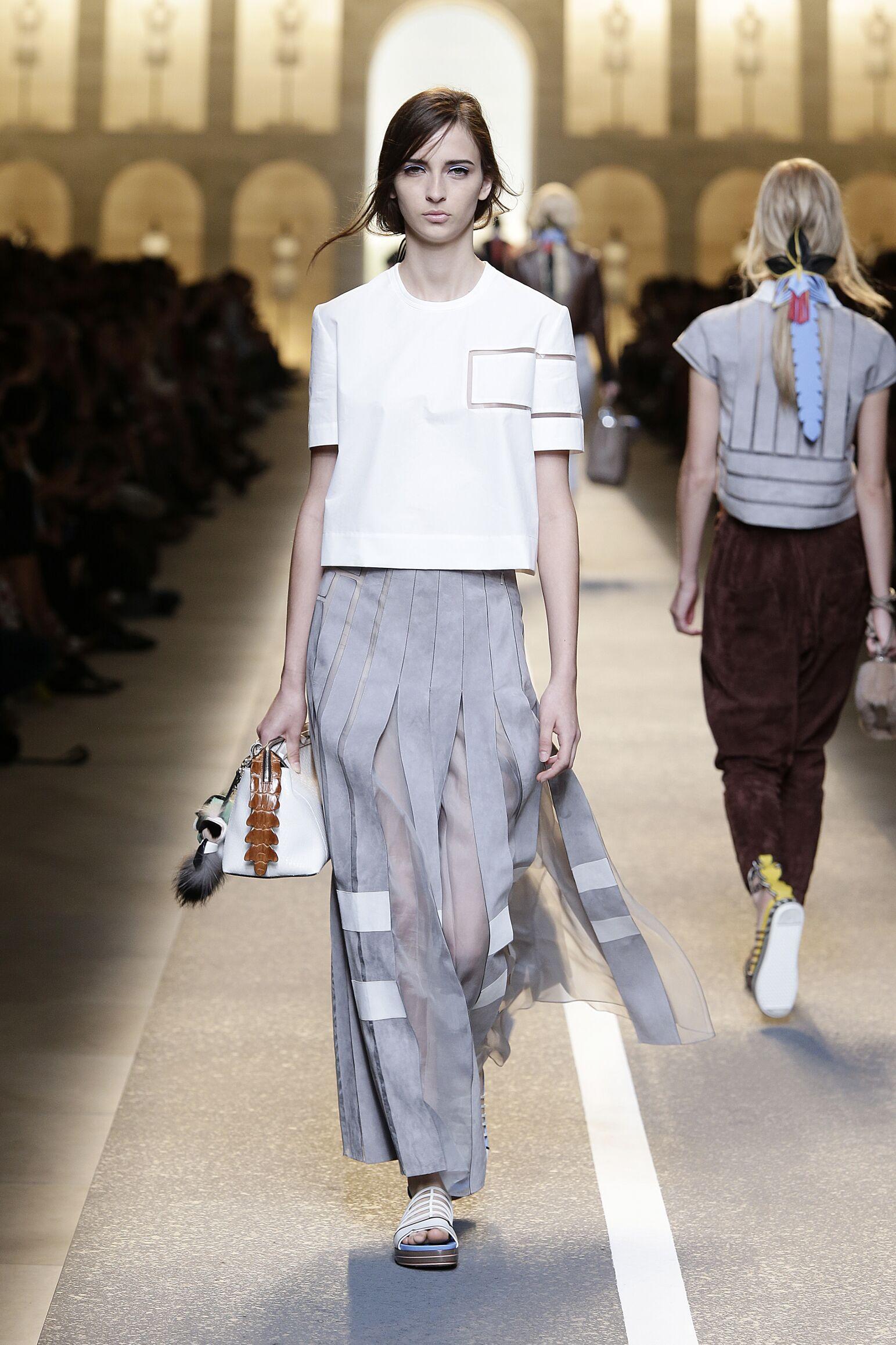 2015 Catwalk Fendi Woman Fashion Show Summer