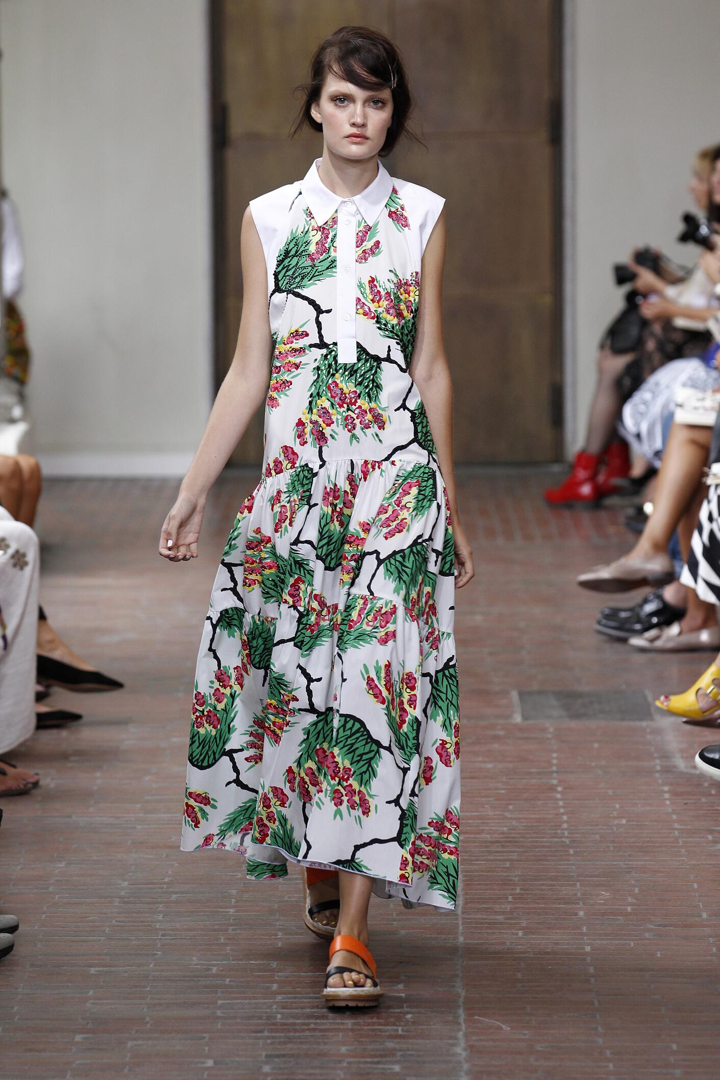 2015 Catwalk I'm Isola Marras Woman Fashion Show Summer