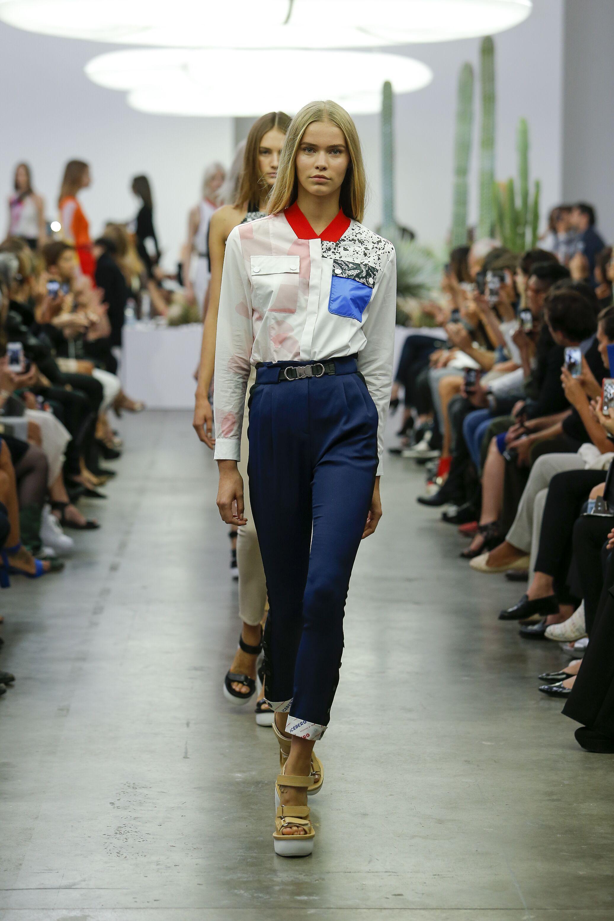 2015 Catwalk Iceberg Woman Fashion Show Summer