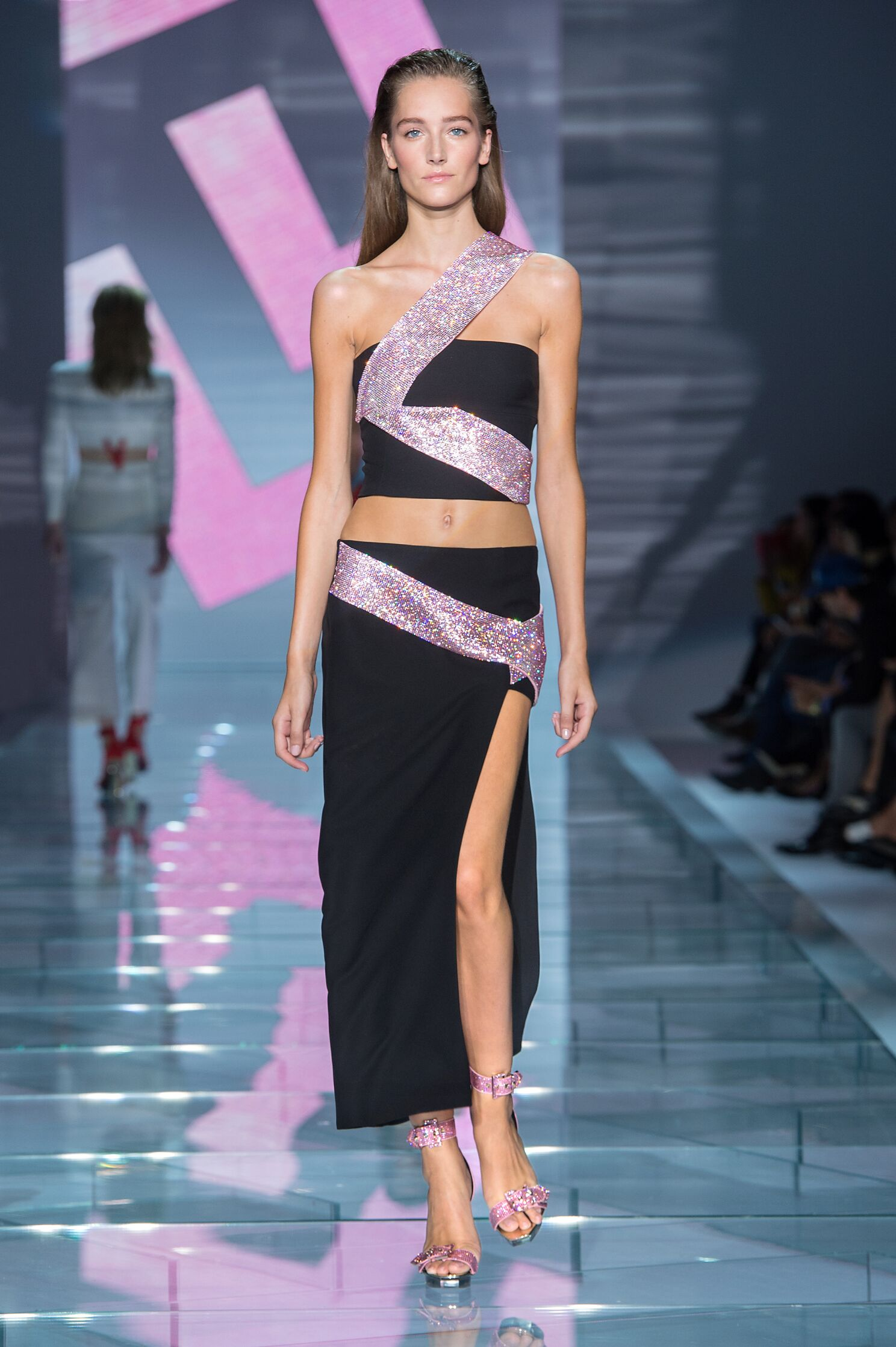 2015 Catwalk Versace Woman Fashion Show Summer