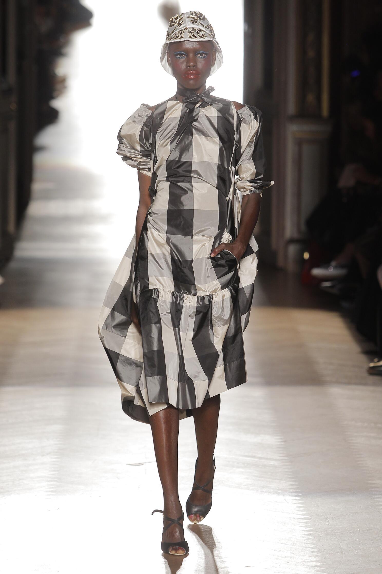 2015 Vivienne Westwood Gold Label Runway Womenswear
