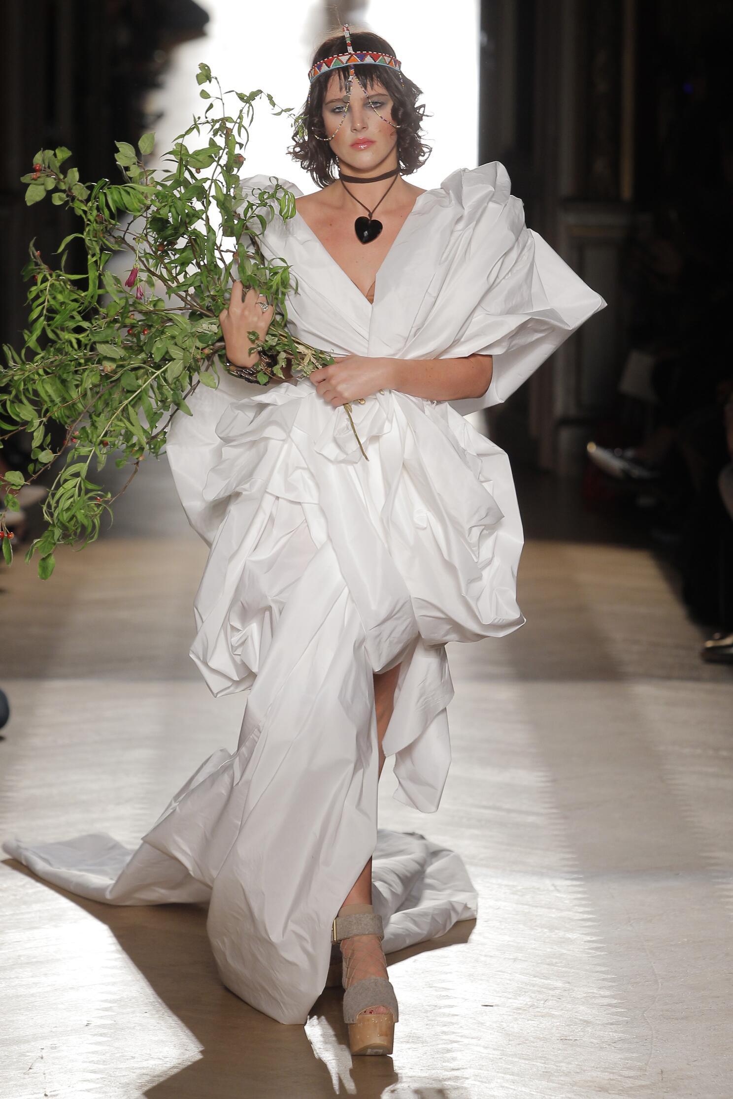 2015 Vivienne Westwood Gold Label Summer Catwalk Womenswear