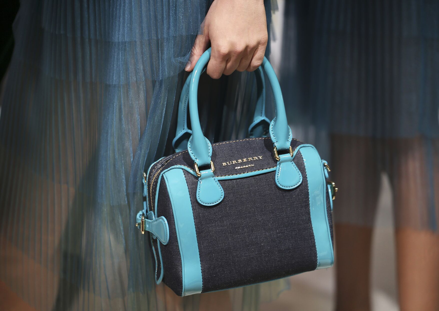 Backstage Burberry Prorsum Bag Womenswear Trends