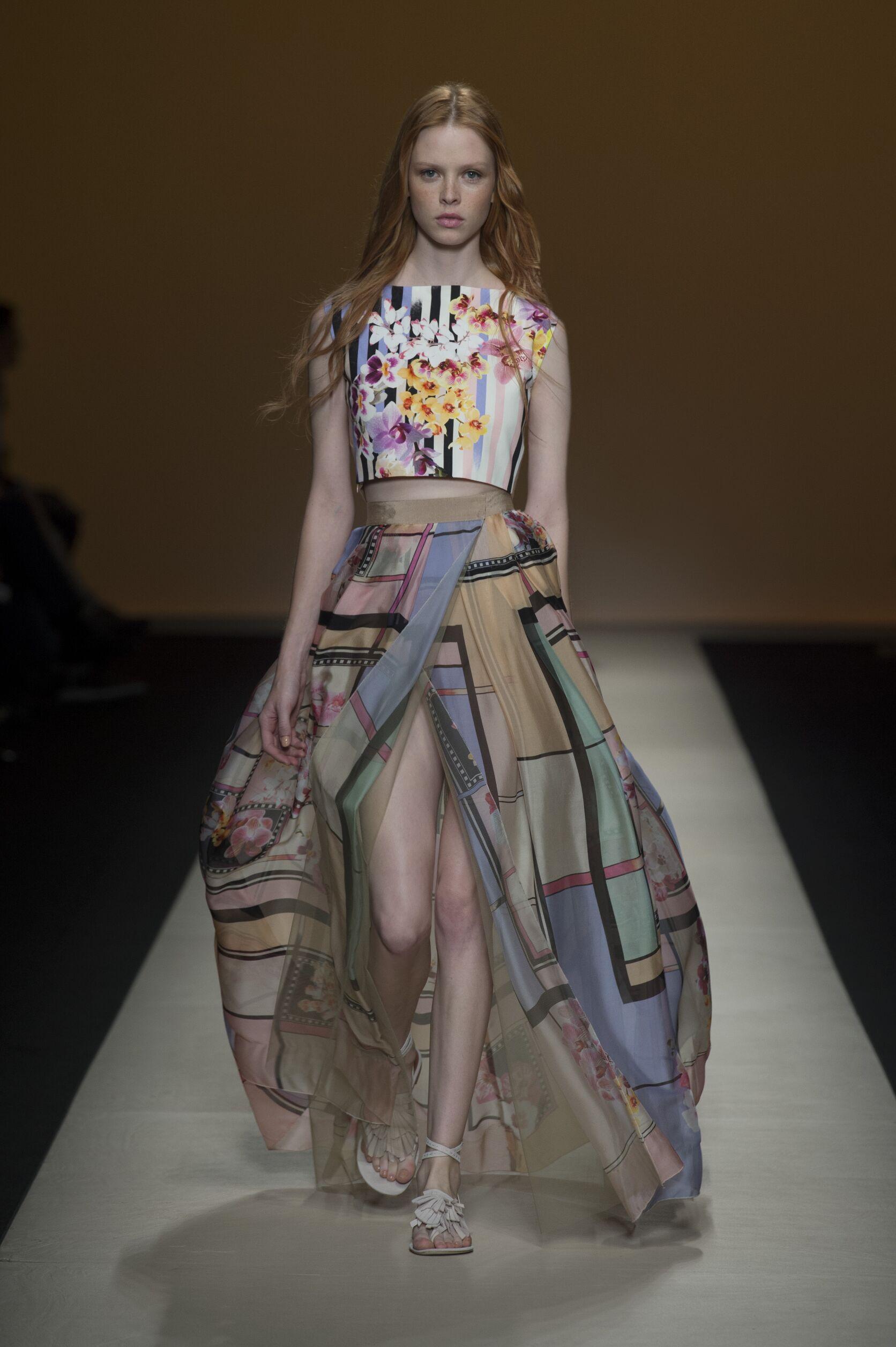 Catwalk Alberta Ferretti Woman Fashion Show Summer 2015