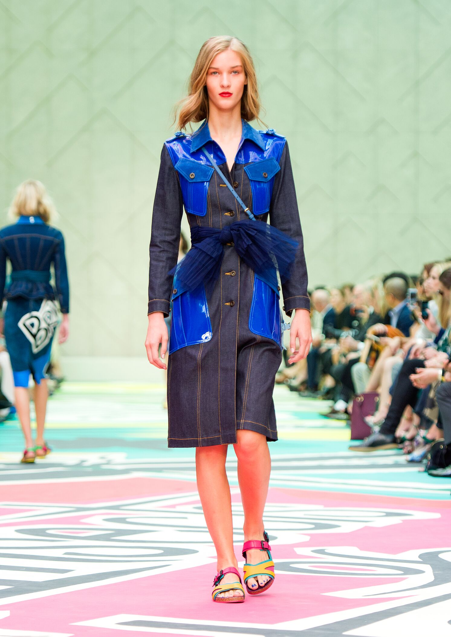 Catwalk Burberry Prorsum Woman Fashion Show Summer 2015