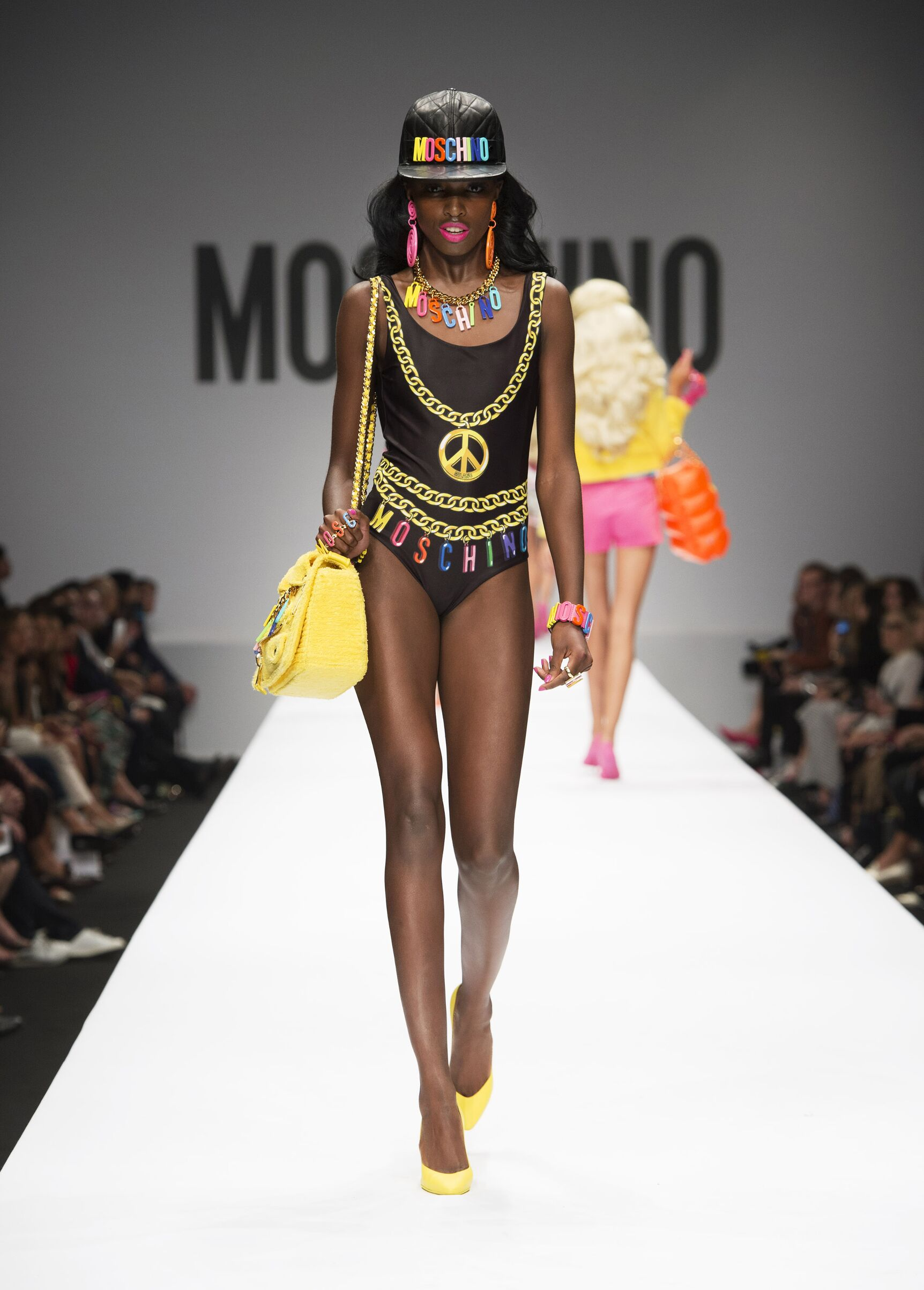 Catwalk Moschino Woman Fashion Show Summer 2015