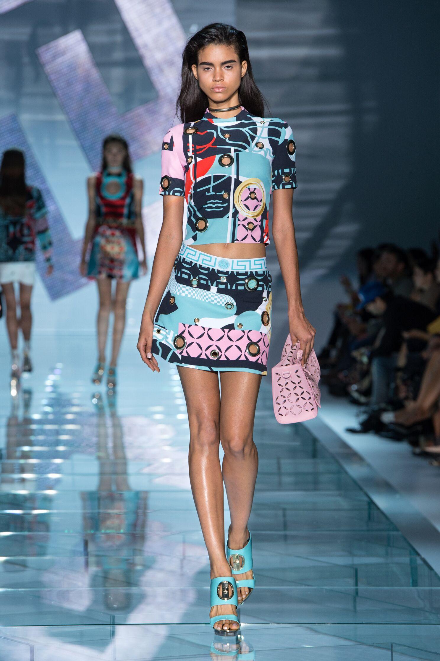 Catwalk Versace Woman Fashion Show Summer 2015
