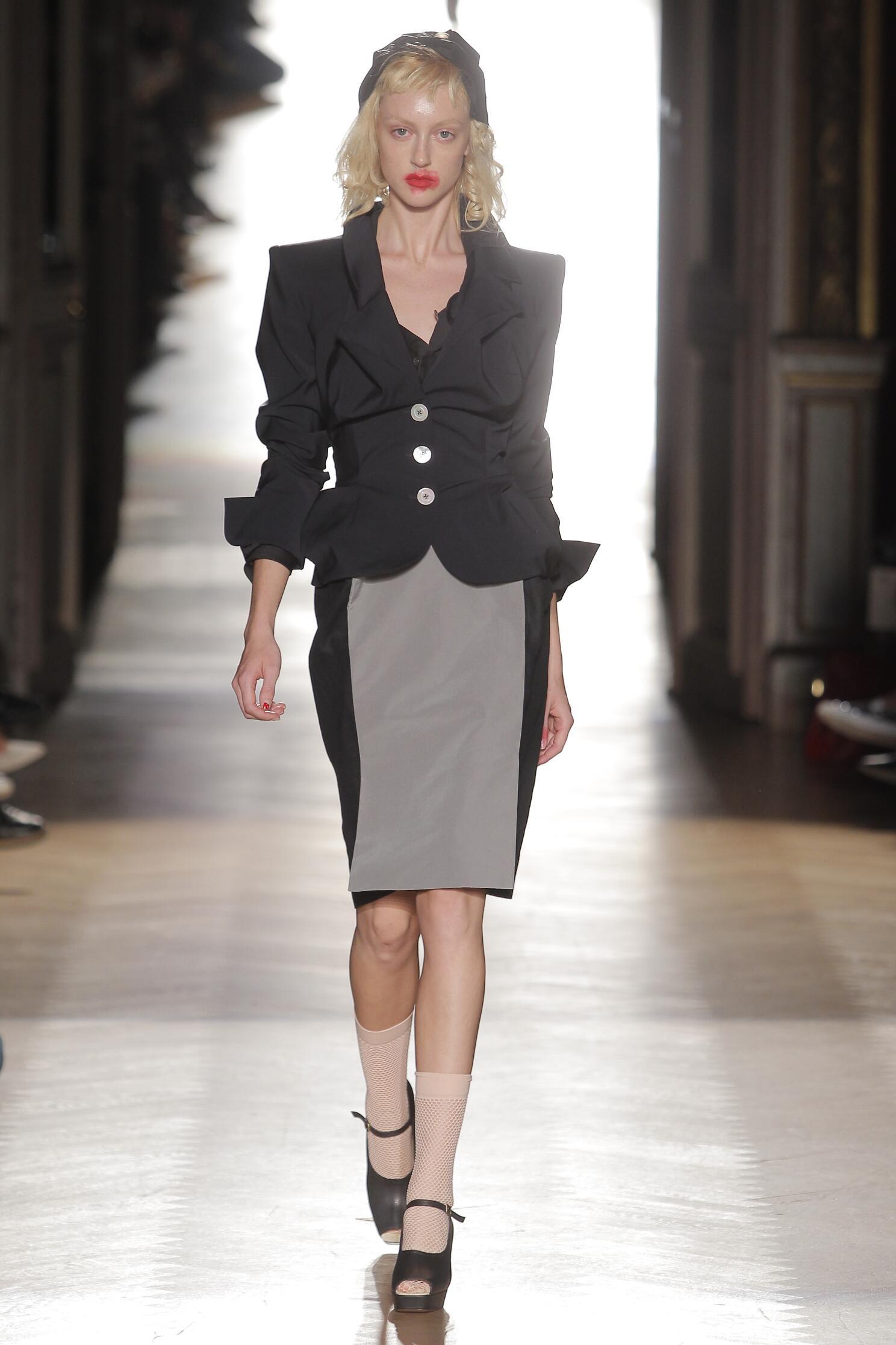 Catwalk Vivienne Westwood Gold Label Woman Fashion Show Summer 2015