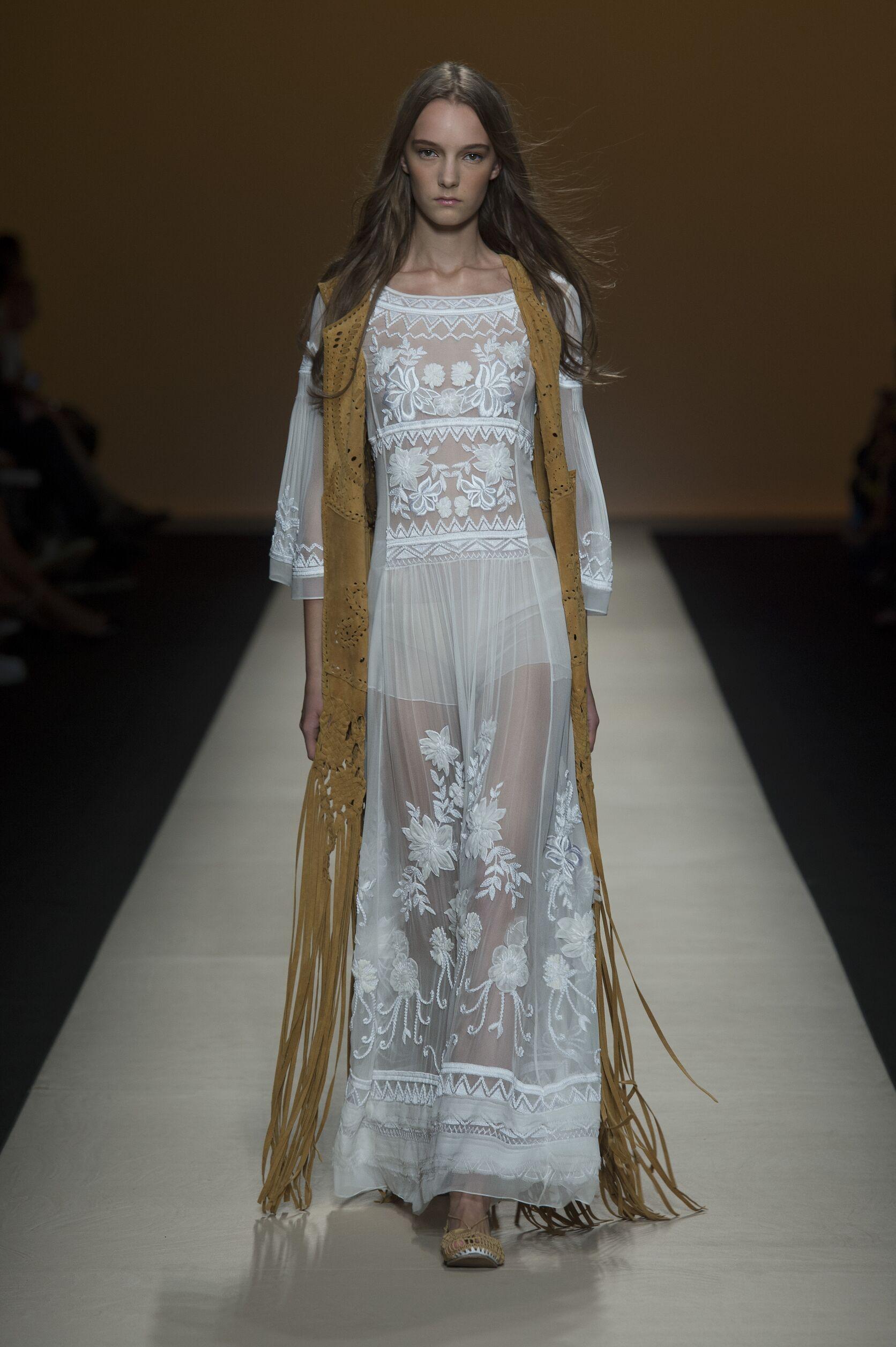 Fashion 2015 Catwalk Alberta Ferretti