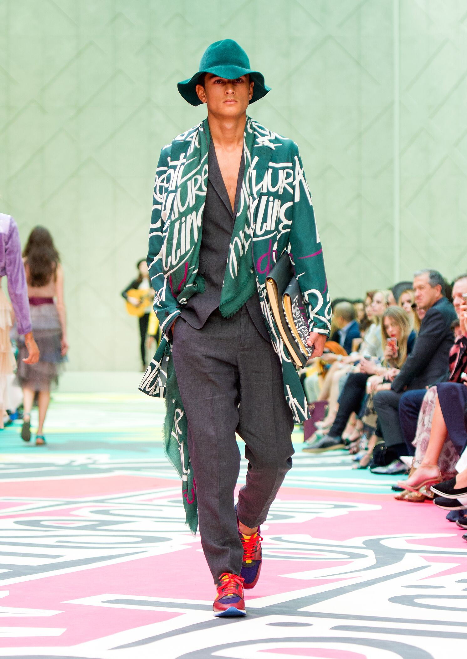 Fashion 2015 Catwalk Burberry Prorsum Summer