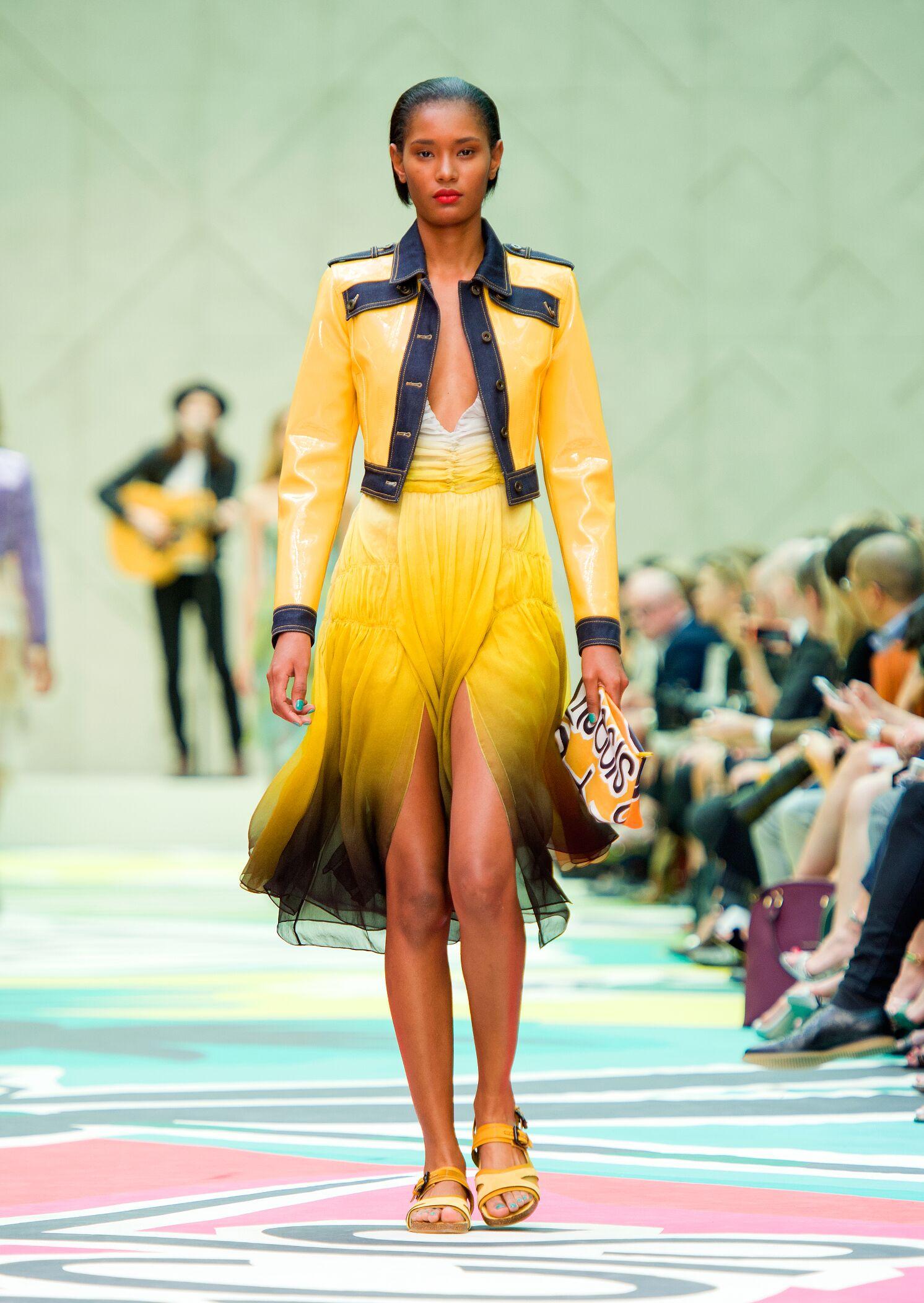 Fashion 2015 Woman Style Burberry Prorsum