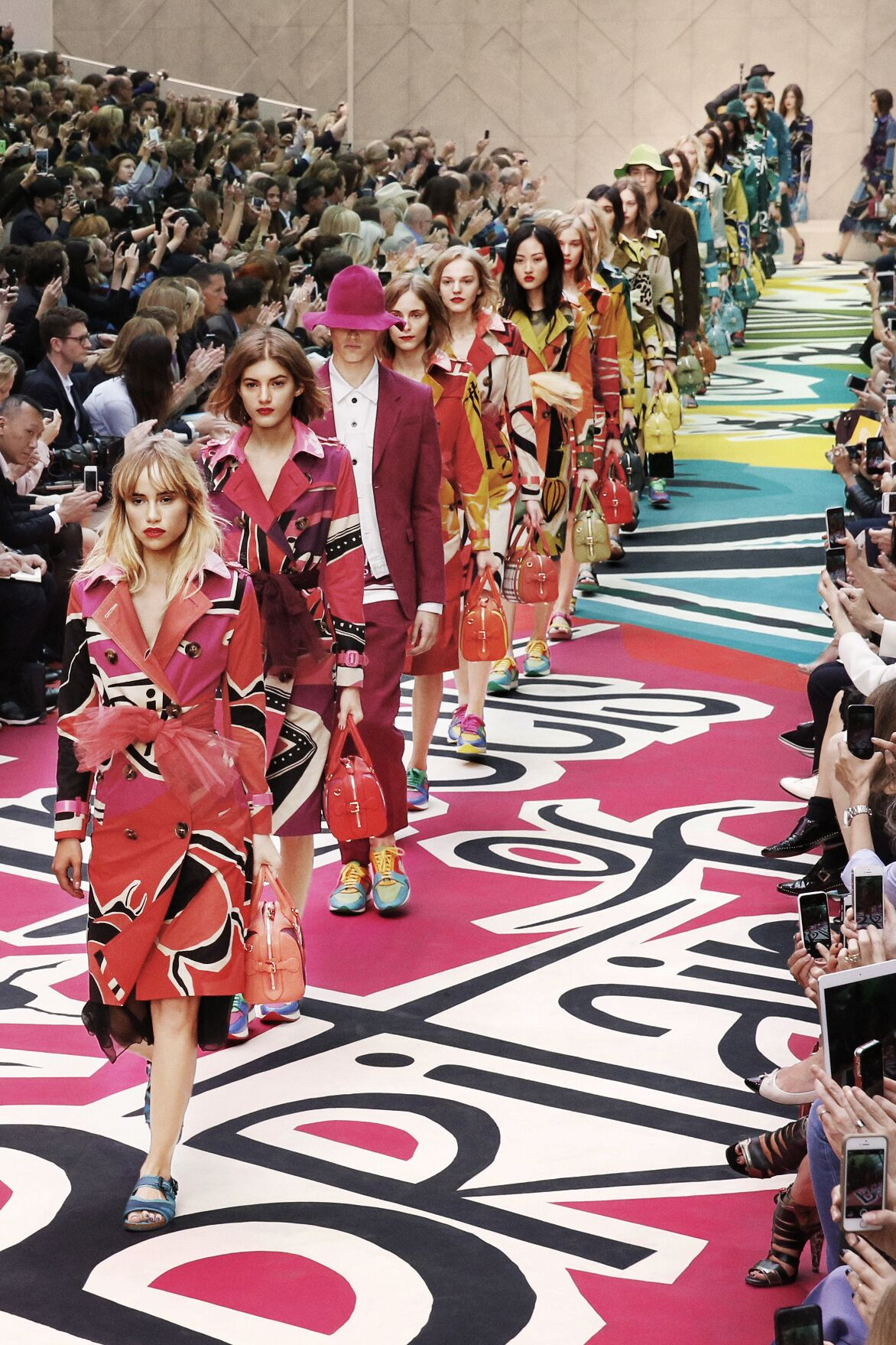 Finale SS 2015 Burberry Prorsum Womenswear Fashion Show