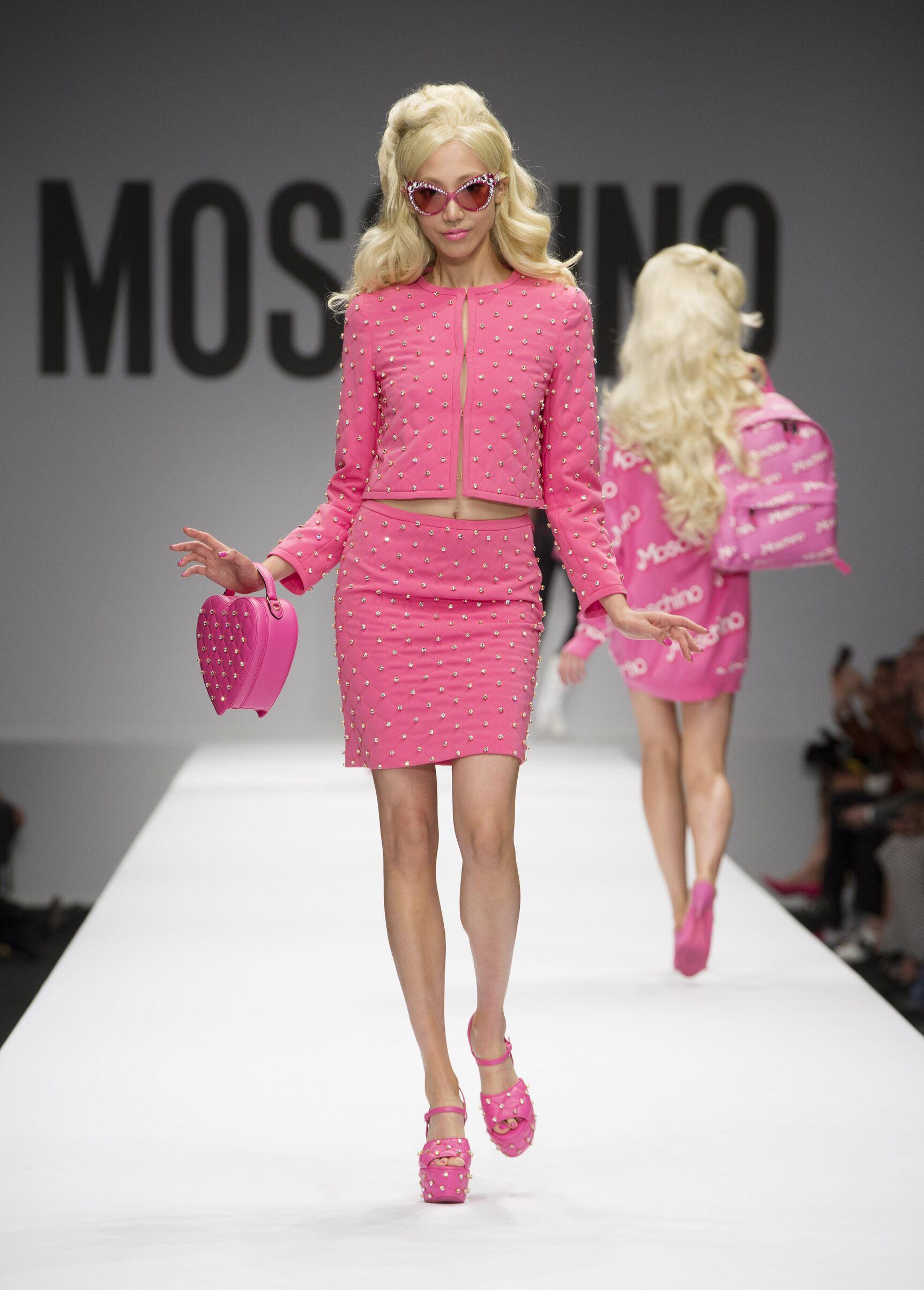 Spring 2015 Woman Fashion Show Moschino Barbie
