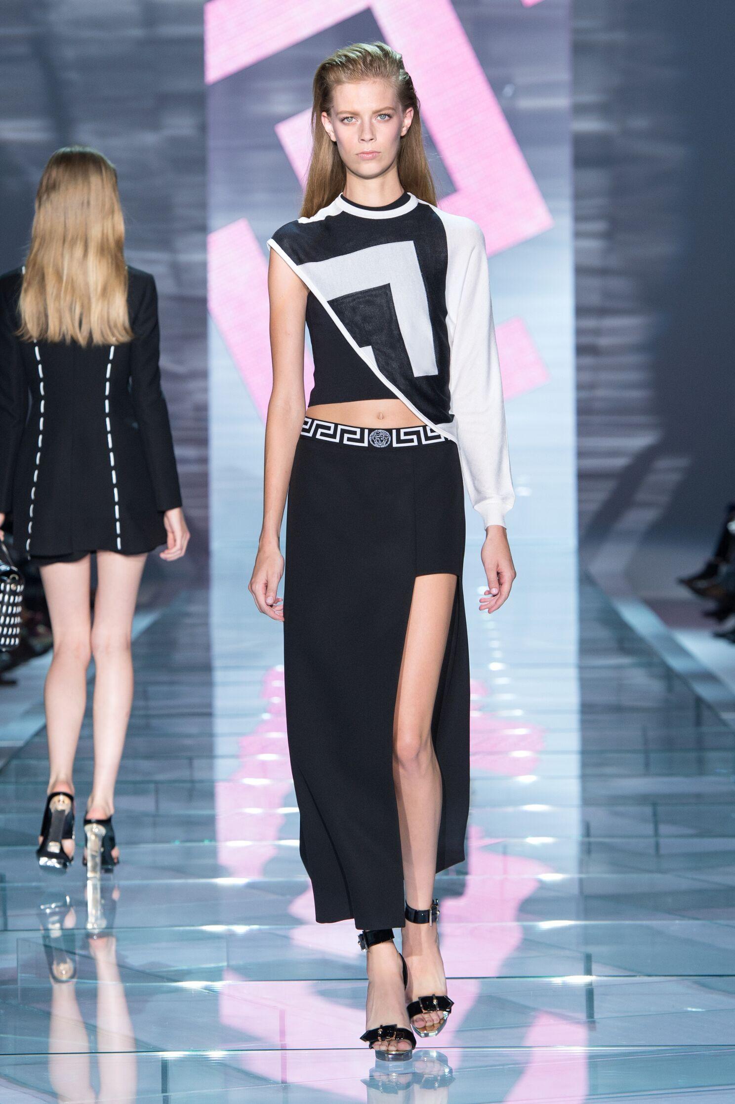 Spring Summer 2015 Fashion Model Versace