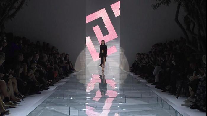 Versace Spring Summer 2015 Women's Fashion Show - Milan Fashion Week