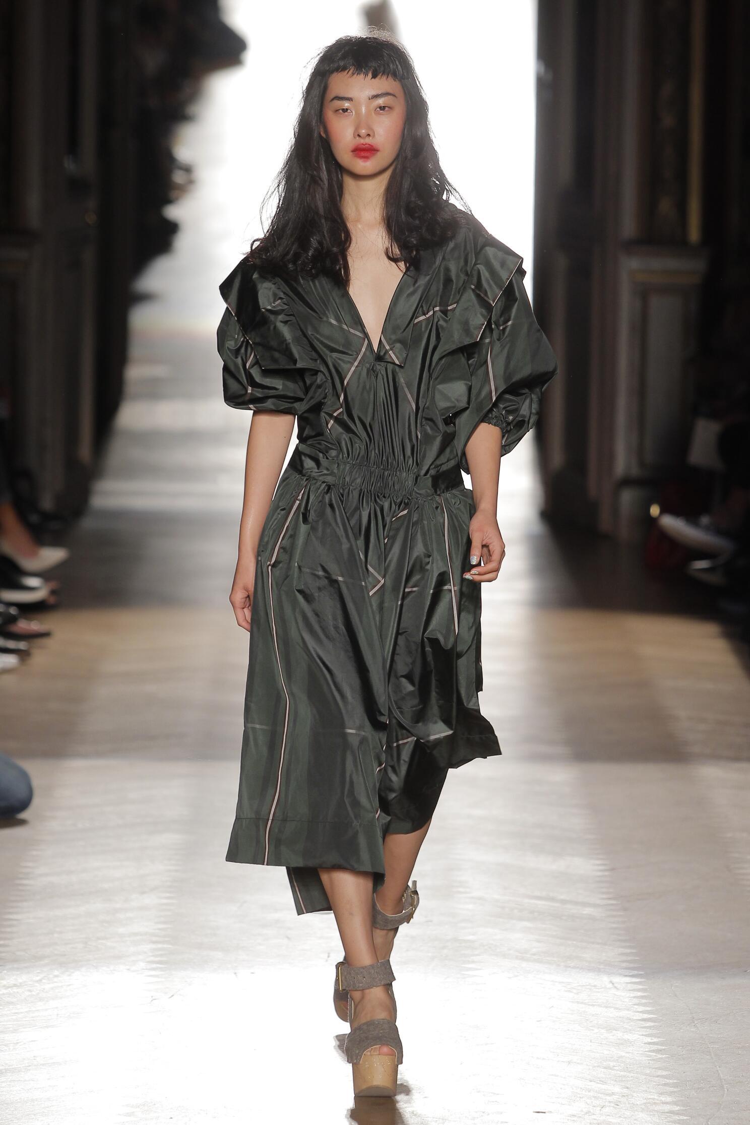 Womenswear 2015 Vivienne Westwood Gold Label Summer Catwalk